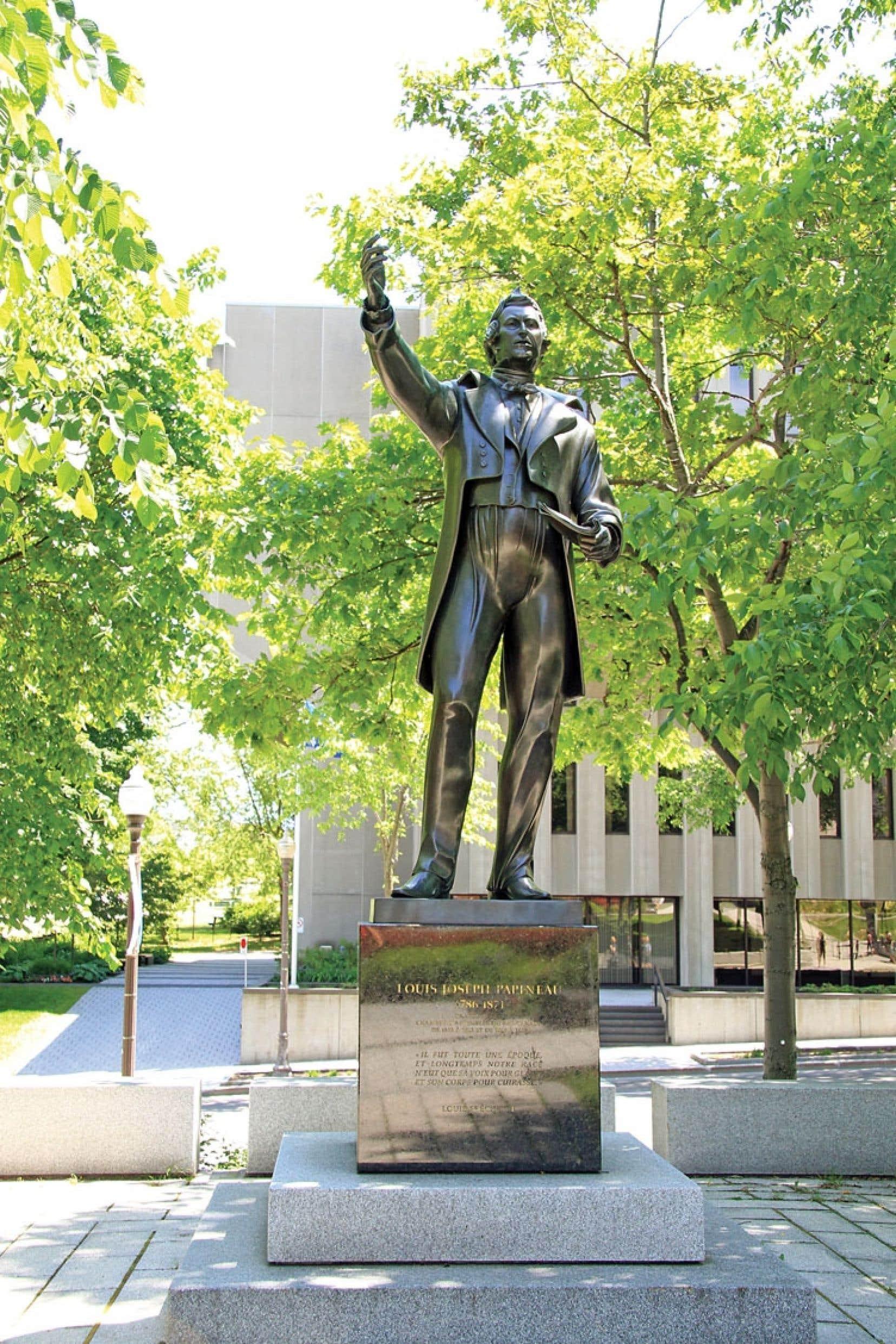 Louis-Joseph Papineau, dont la statue sculptée par Suzanne Gravel et Yvon Milliard trône près de l'Assemblée nationale, encourageait à son époque la consommation de biens produits au pays.