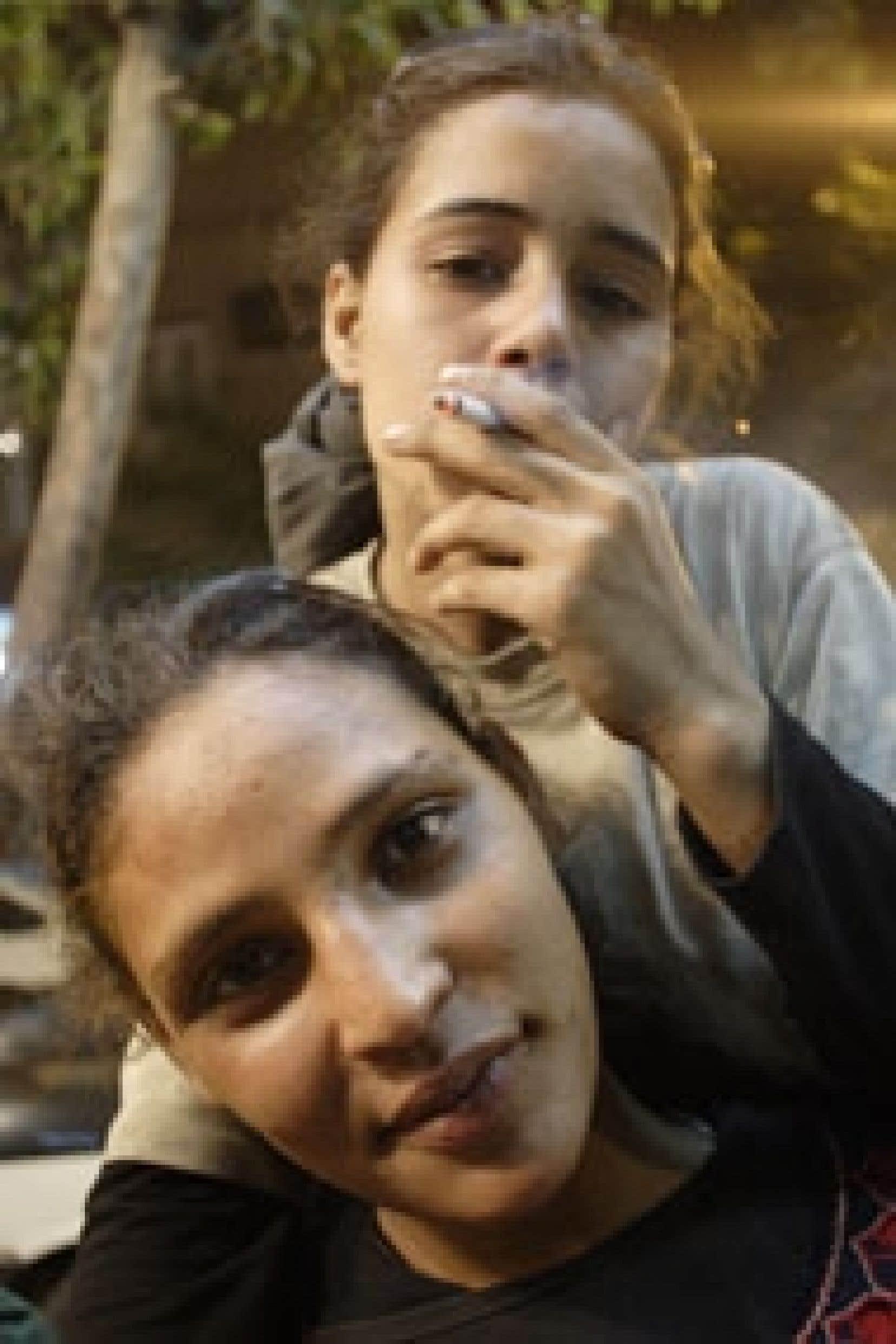 Ces filles-là nous plonge dans l'univers de jeunes filles de la rue.