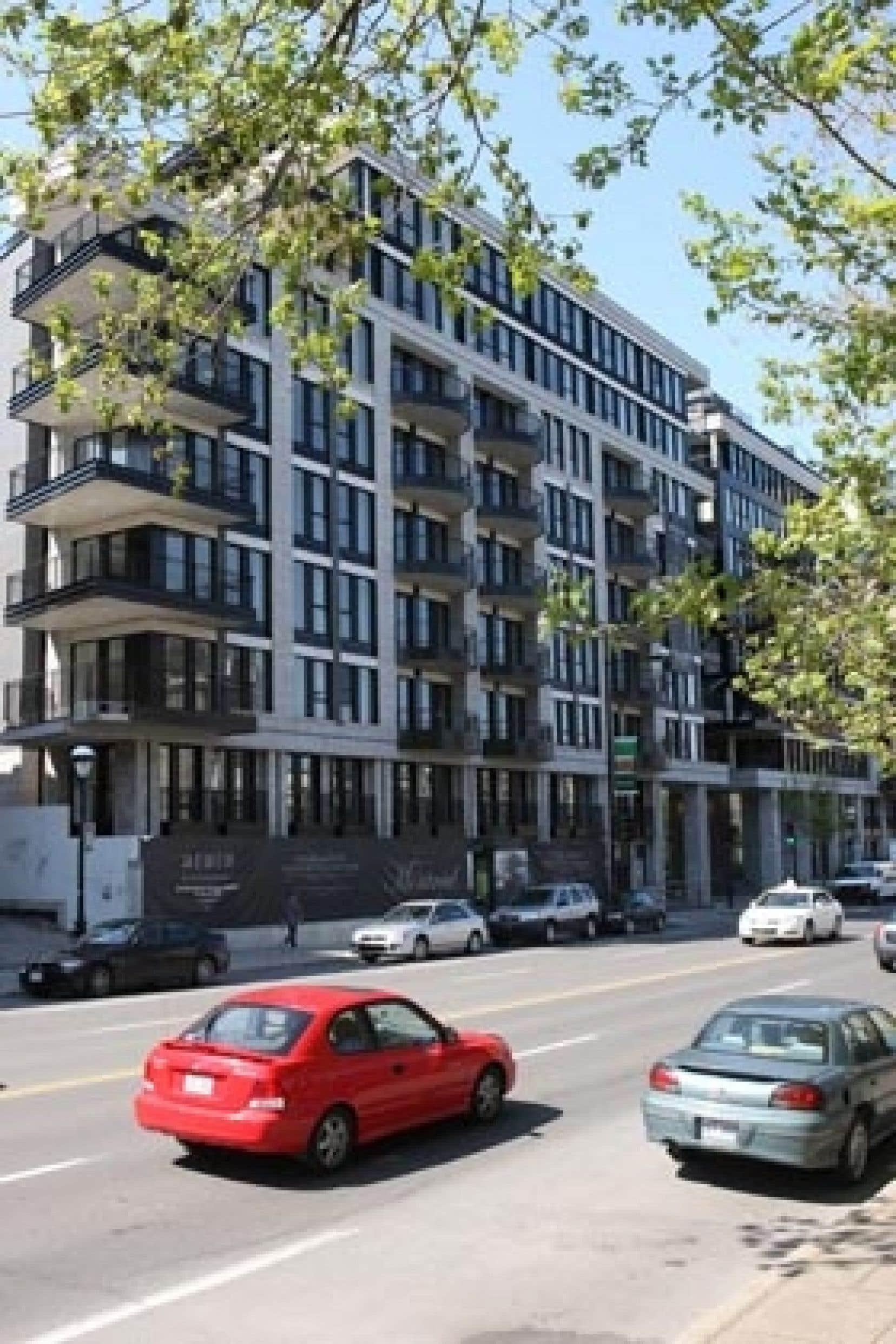 Le 333 est un projet de condominiums de luxe conçu pour une clientèle qui souhaite vivre dans un emplacement stratégique, à la frontière entre le Plateau et le centre-ville, à deux pas des cafés et des restos de la rue Saint-Denis.