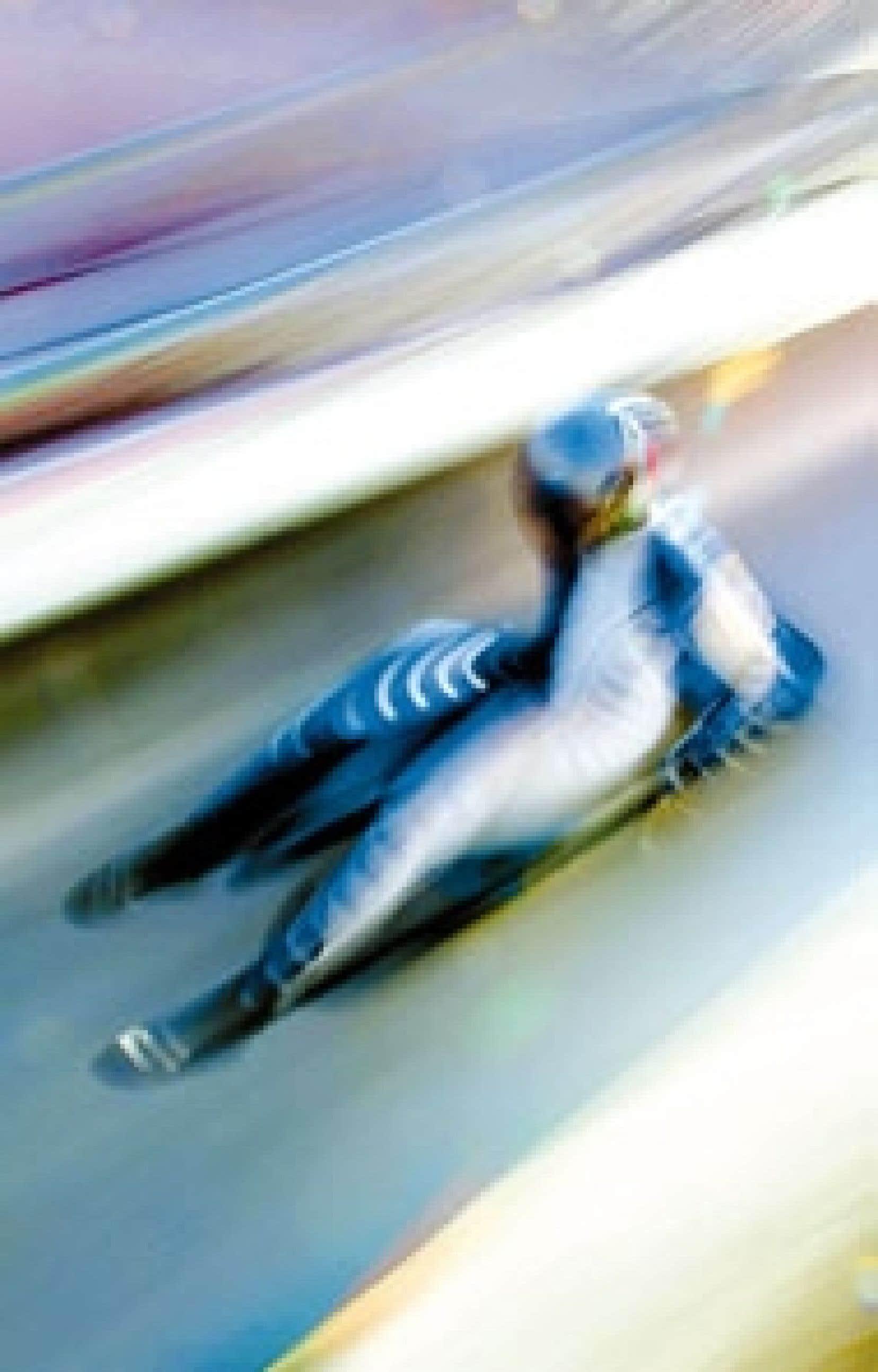 Un lugeur à l'entraînement sur la piste de Cesana. Les compétitions commencent demain.
