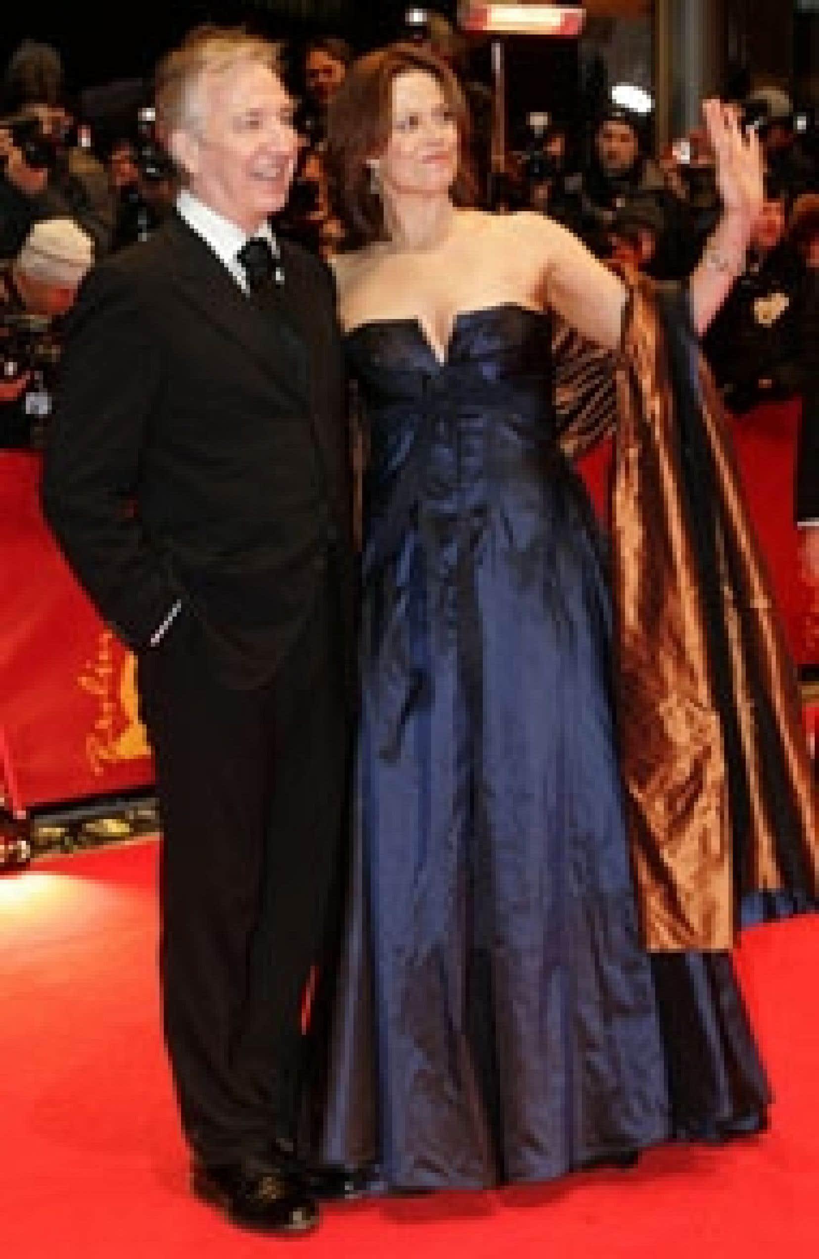 L'actrice américaine Sigourney Weaver était accompagnée par l'acteur anglais Alan Rickman, son partenaire dans le film Snow Cake, lors de son passage sur le tapis, en ouverture du Festival de films de Berlin, hier.