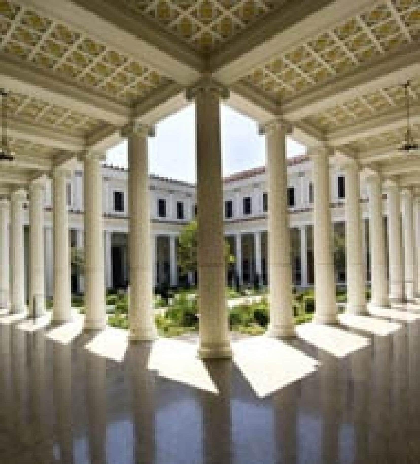 La cour du Musée J.Paul Getty, rouvert après des rénovations de 275 millions $US.