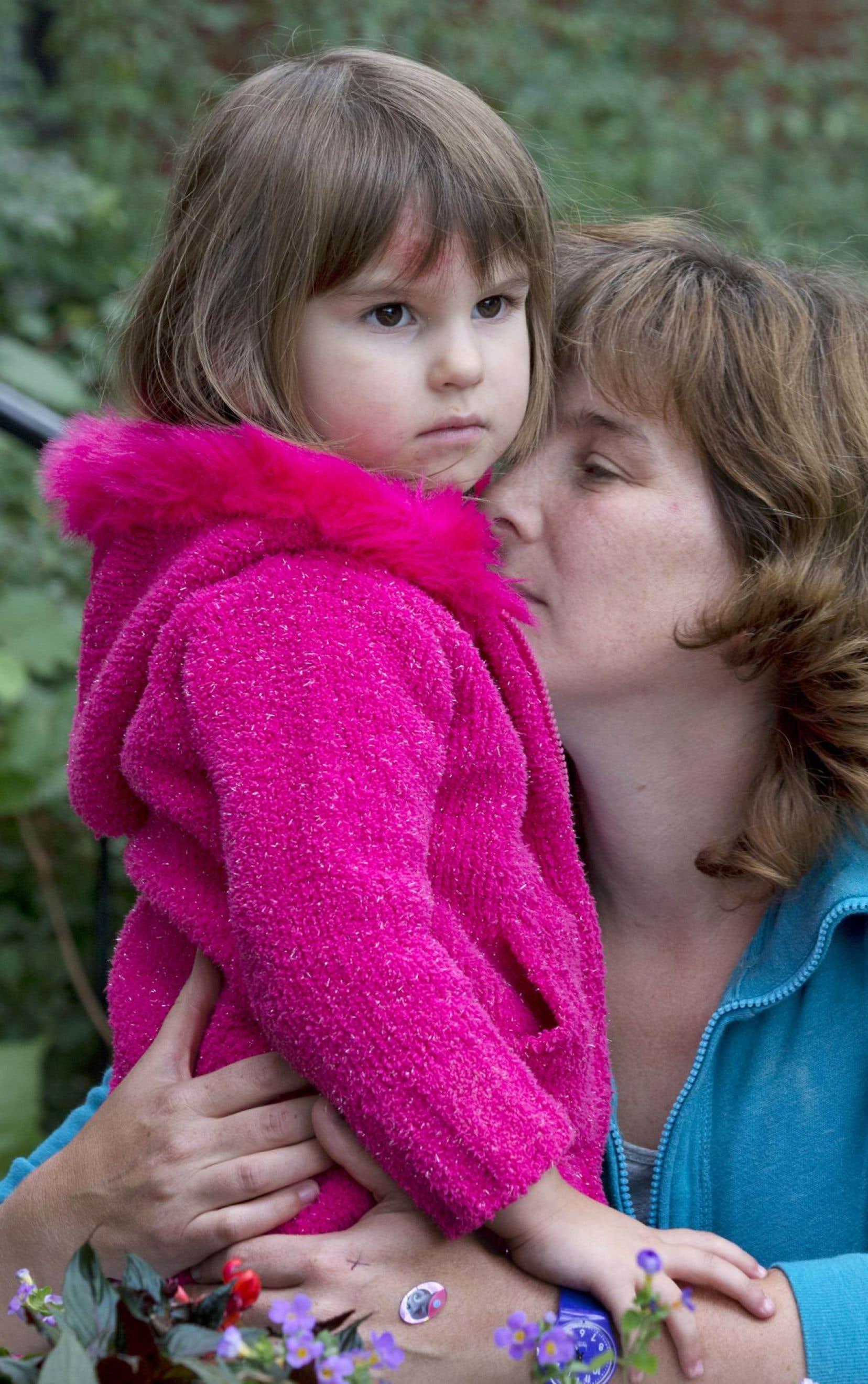 Véronique Shapiro et sa fille, qui a été blessée au front lors de l'incident.