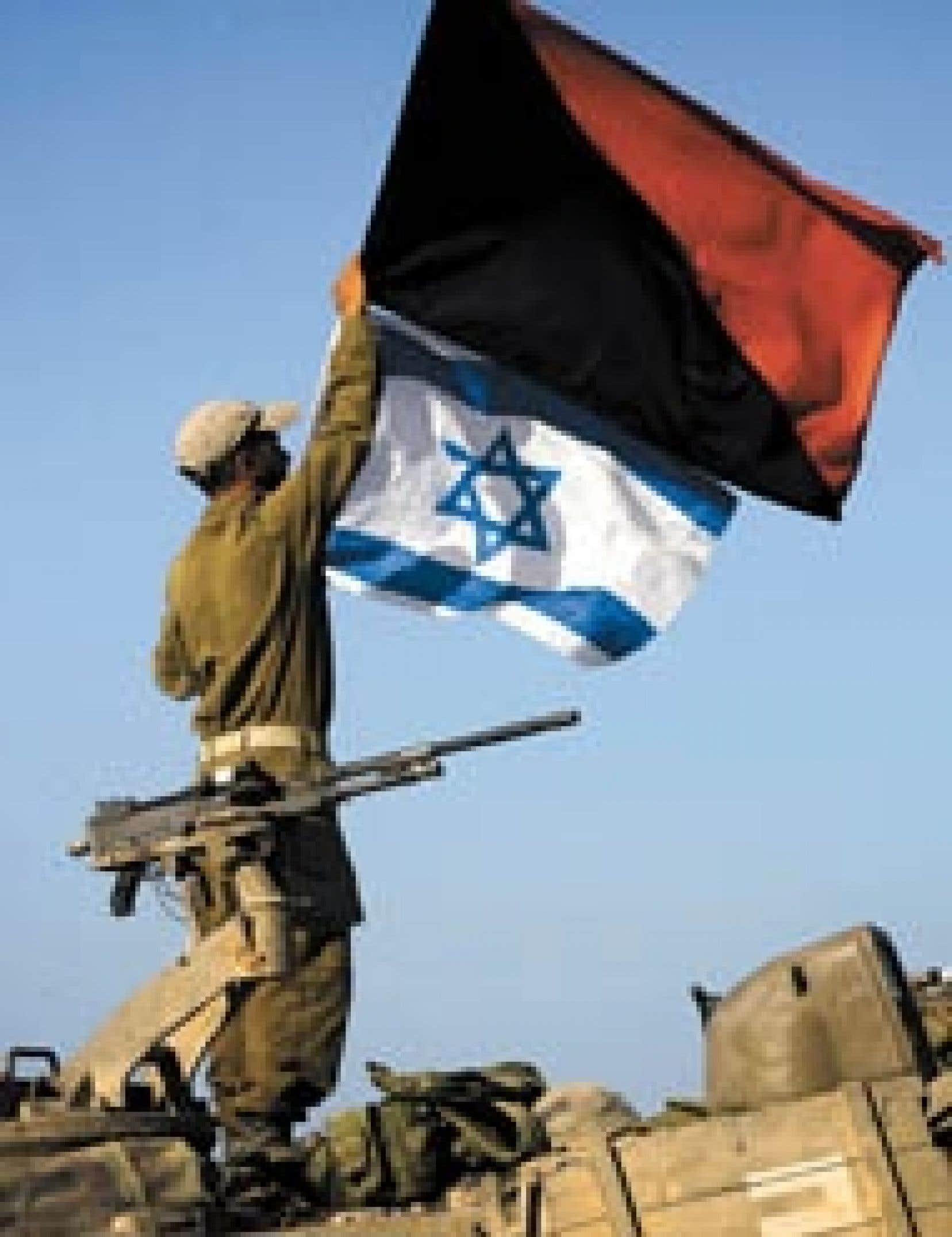 Massée à la frontière de la bande de Gaza, l'armée israélienne est fin prête à lancer une offensive terrestre. Hier, l'artillerie a même procédé à des tirs d'essai près de la frontière.