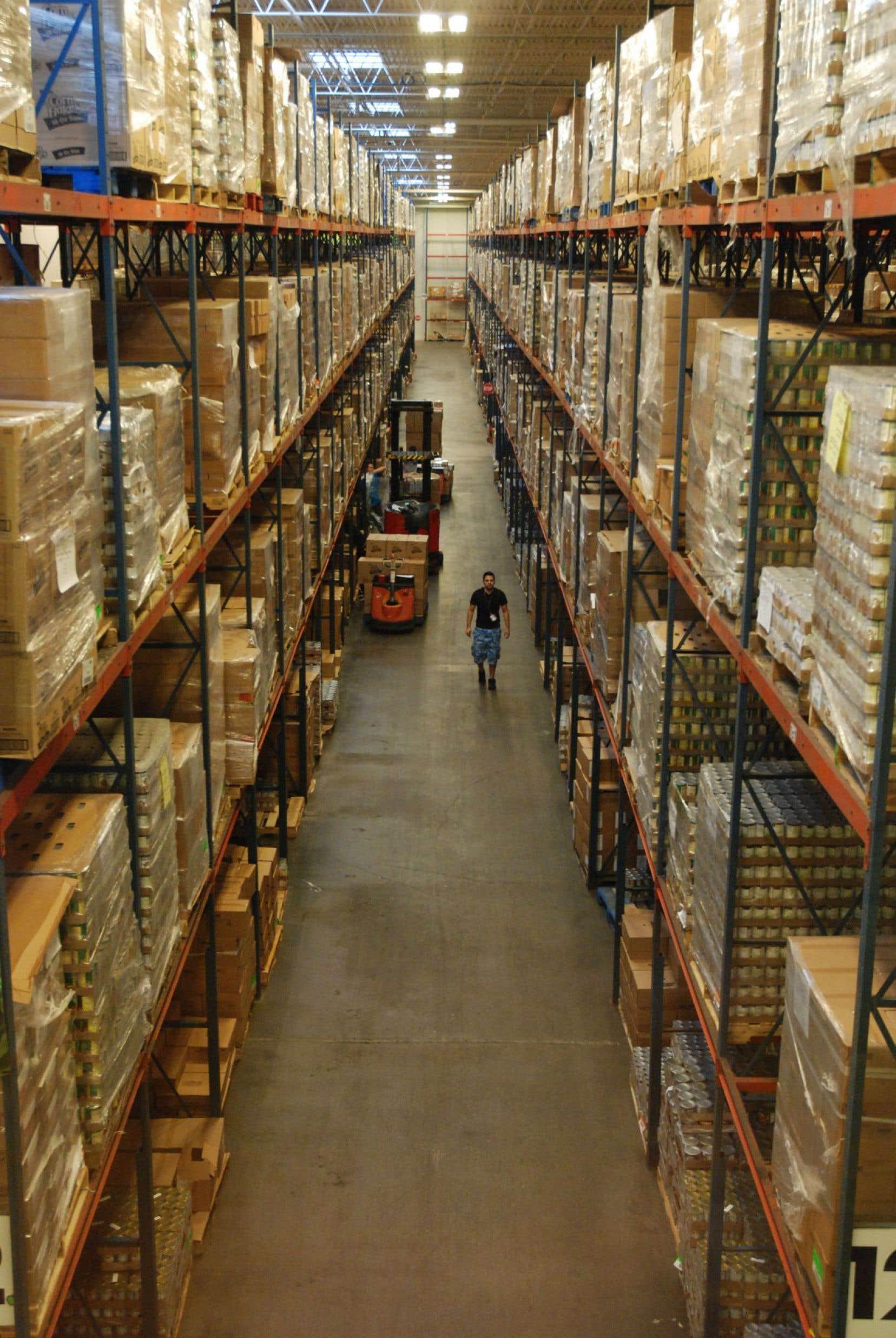 D'une superficie de 308 000 pieds carrés, la Houston Food Bank est la plus grande banque alimentaire des États-Unis. Elle nourrit annuellement quelque 800 000 personnes.