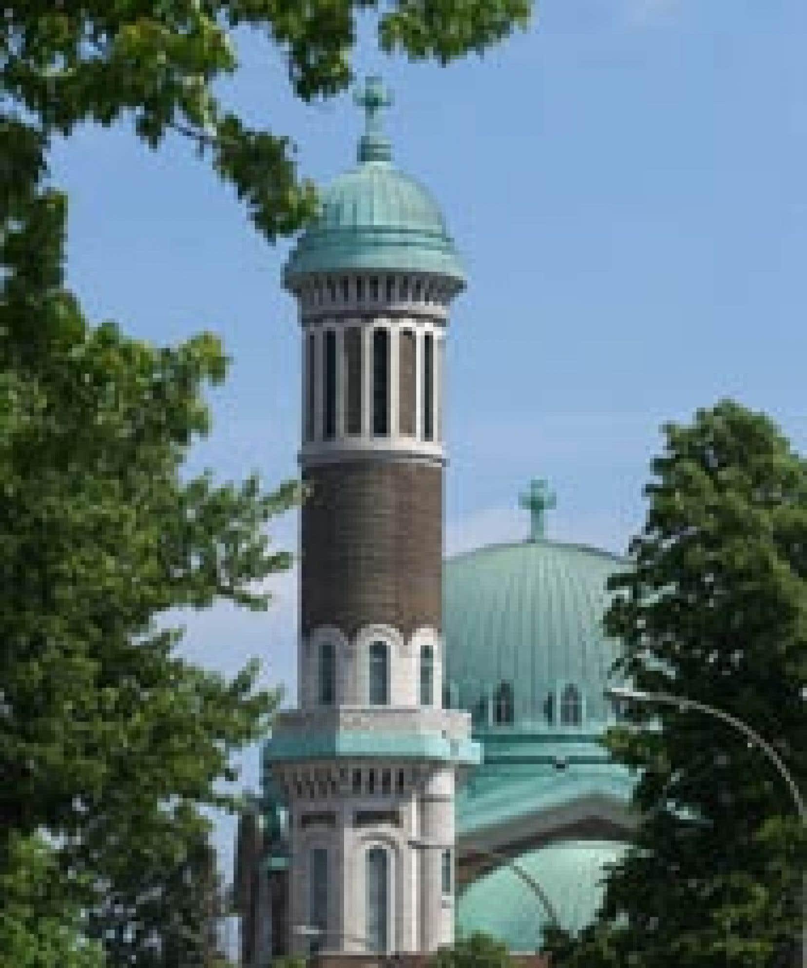 L'église St. Michael's, située à Montréal, est un des rares lieux de culte du Québec à bénéficier d'une subvention pour sa restauration en 2005.