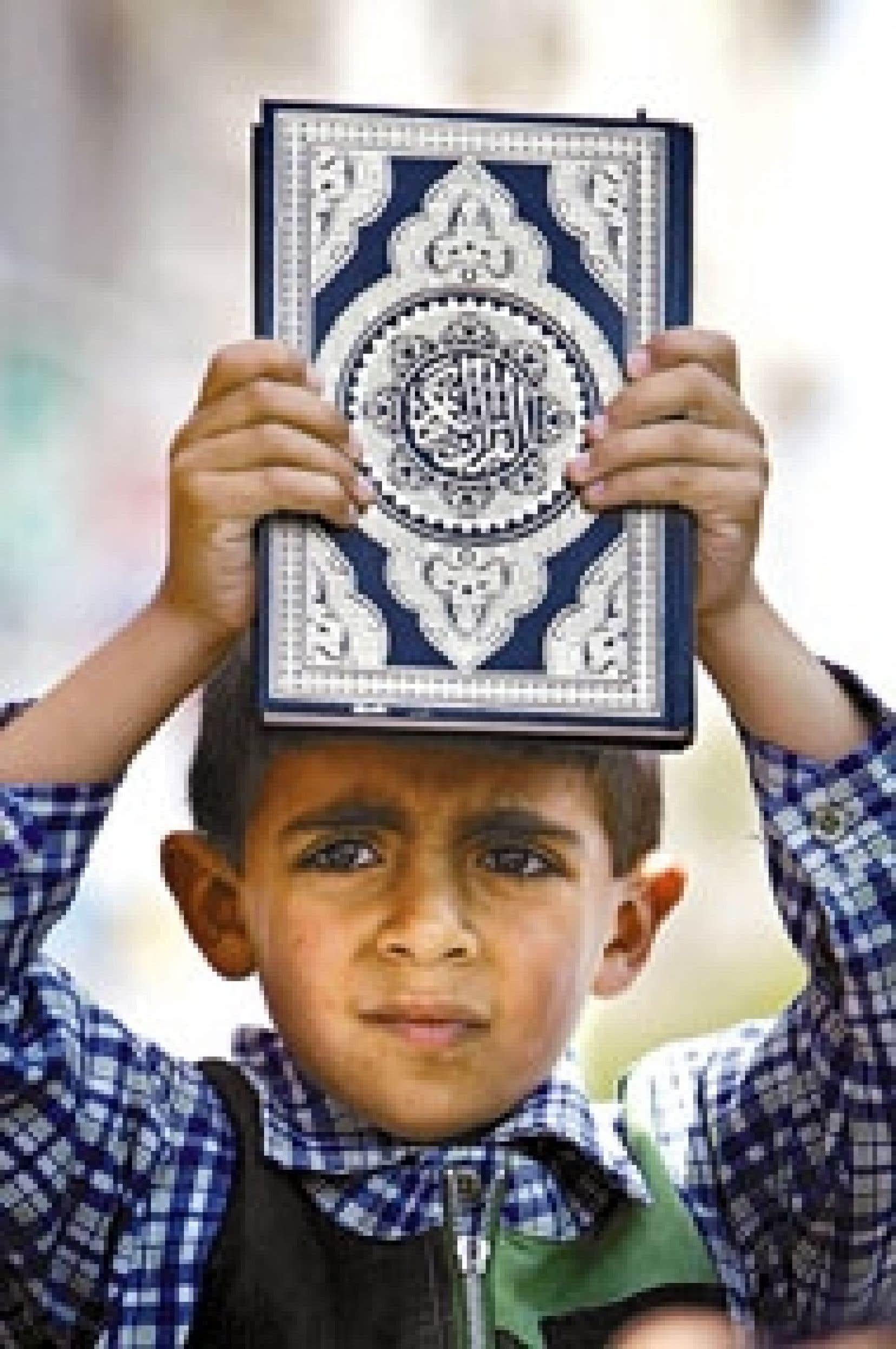 En Belgique, environ 800 professeurs payés par l'État mais sous la responsabilité de l'Exécutif des musulmans de Belgique enseignent la religion musulmane.