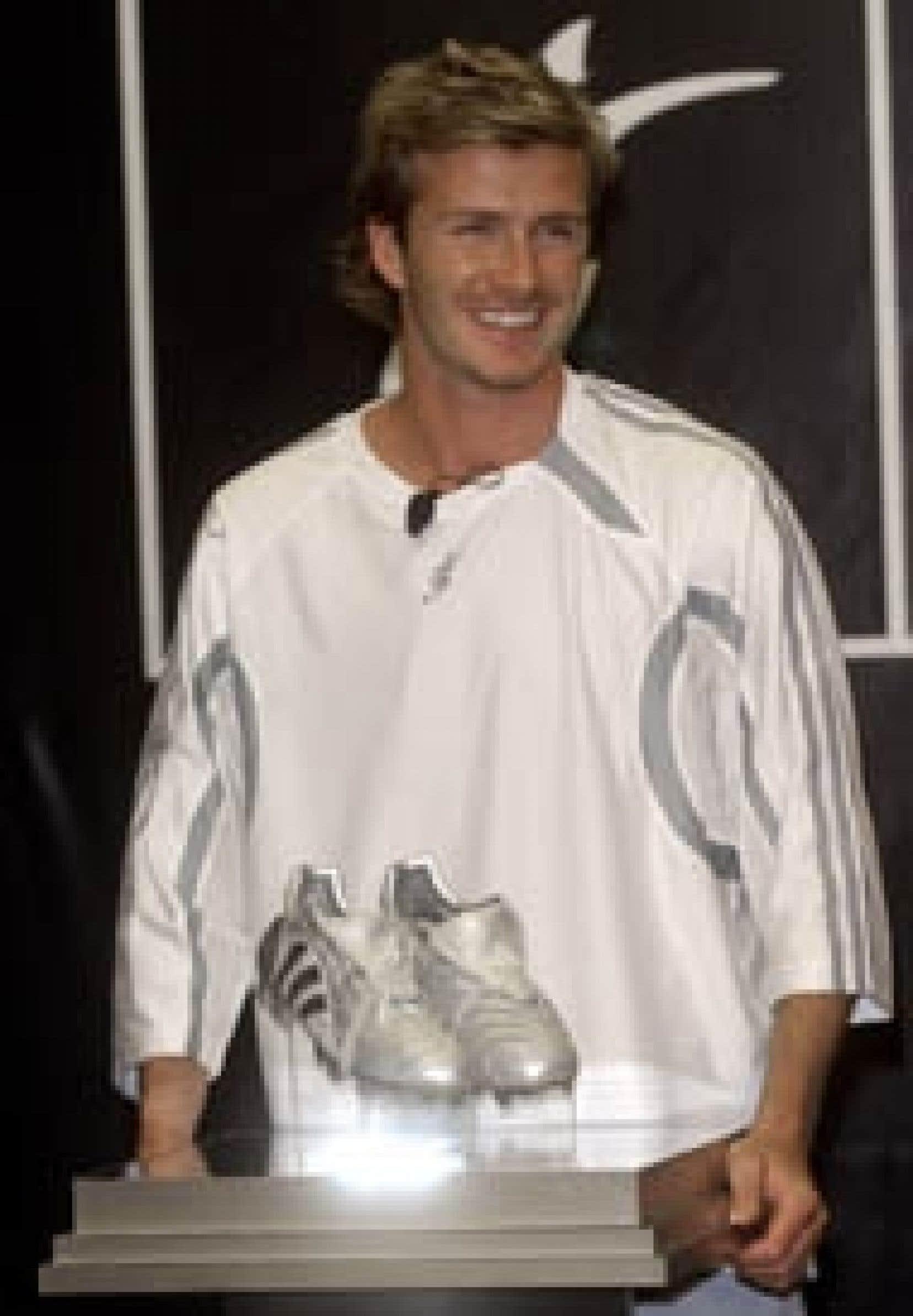 David Beckham a dévoilé hier son nouveau modèle de chaussures qui comporte une nouvelle technologie conçue au Canada.