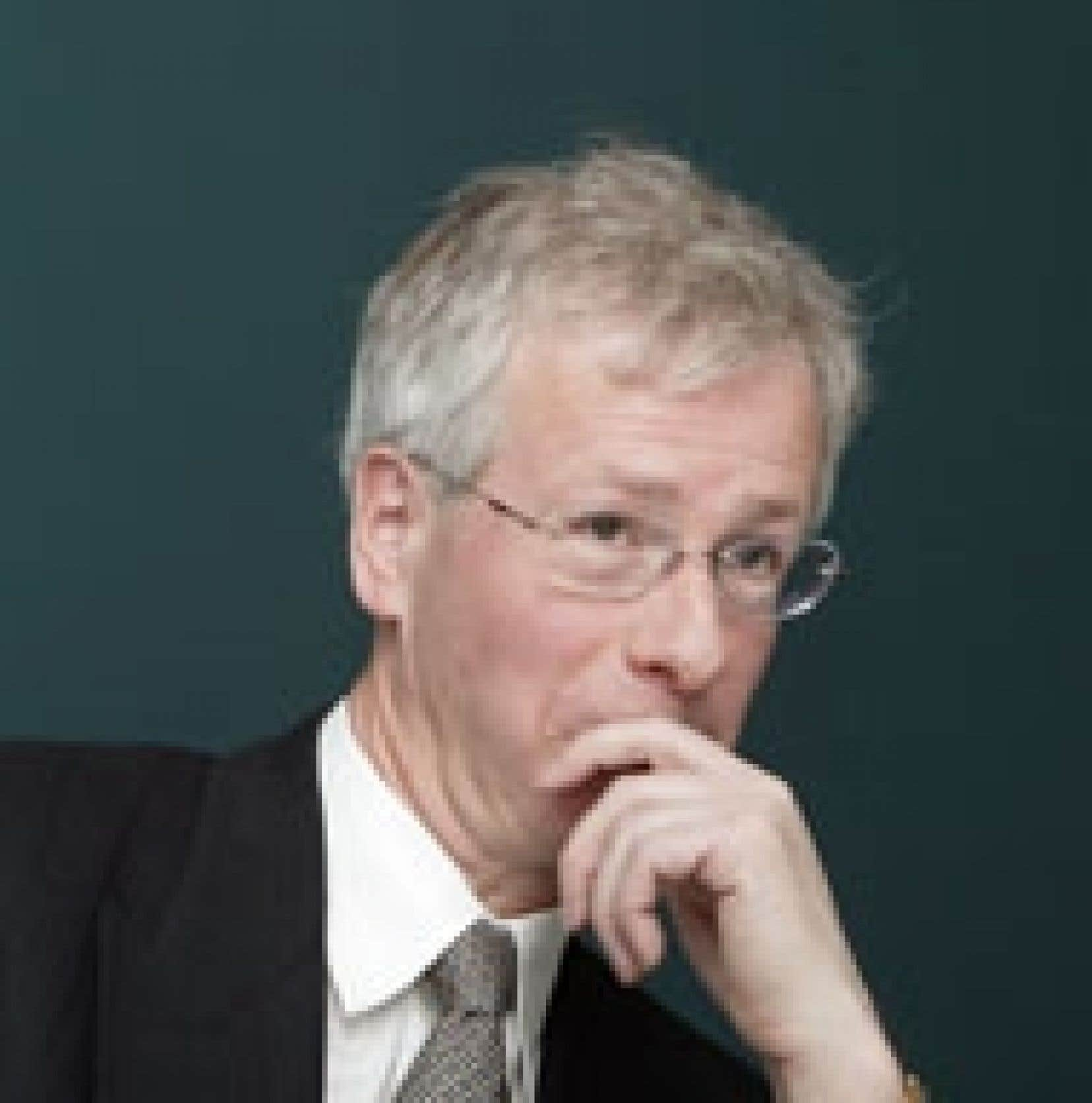 Stéphane Dion a entrepris de défendre son plan de réduction des gaz à effet de serre.