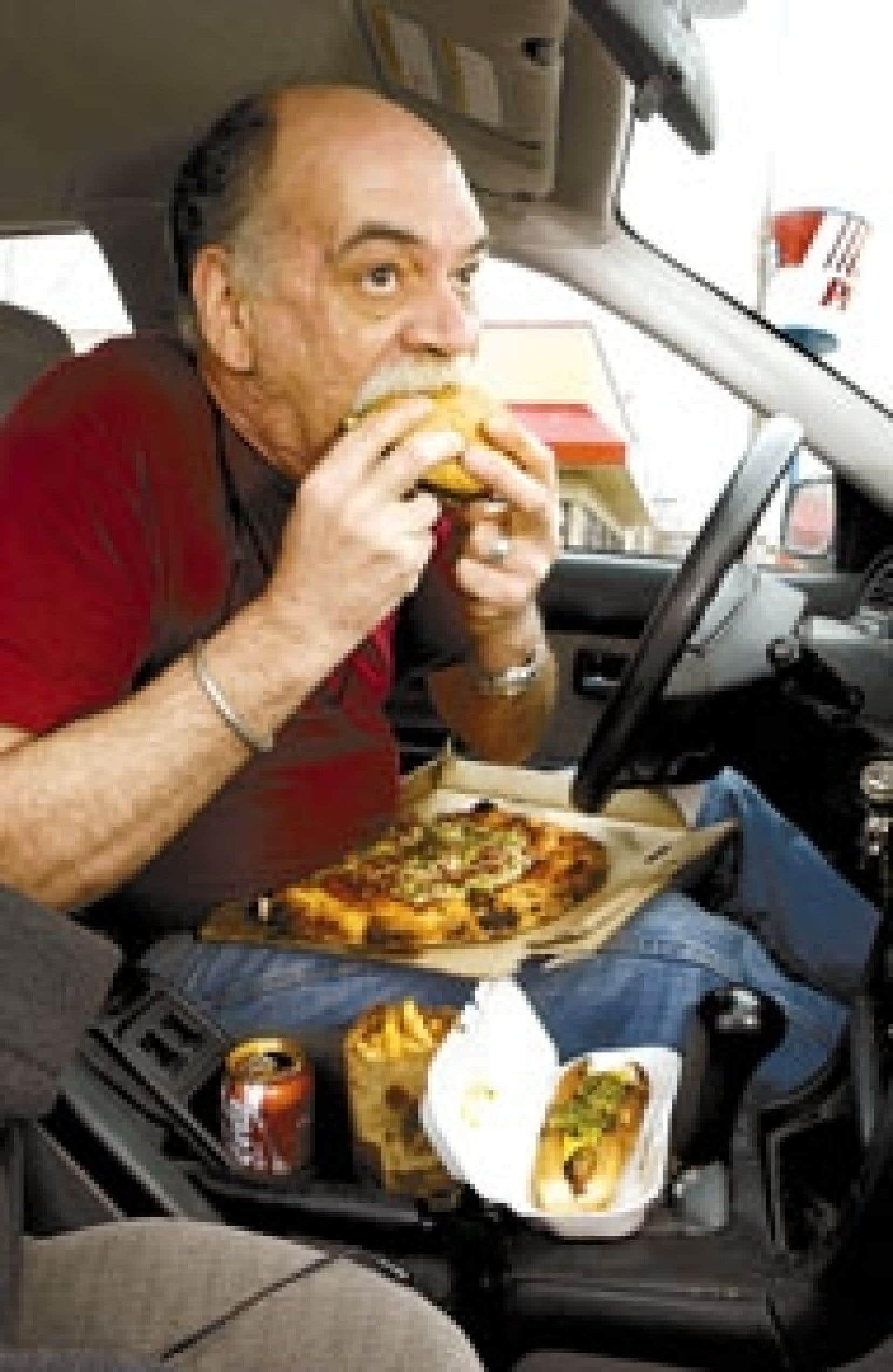 Selon un mémoire présenté par l'Ordre professionnel des diététistes du Québec, les consommateurs québécois allouent en moyenne 28 % du budget alimentaire aux repas au restaurant. Le manque de temps est la principale raison évoquée par les con