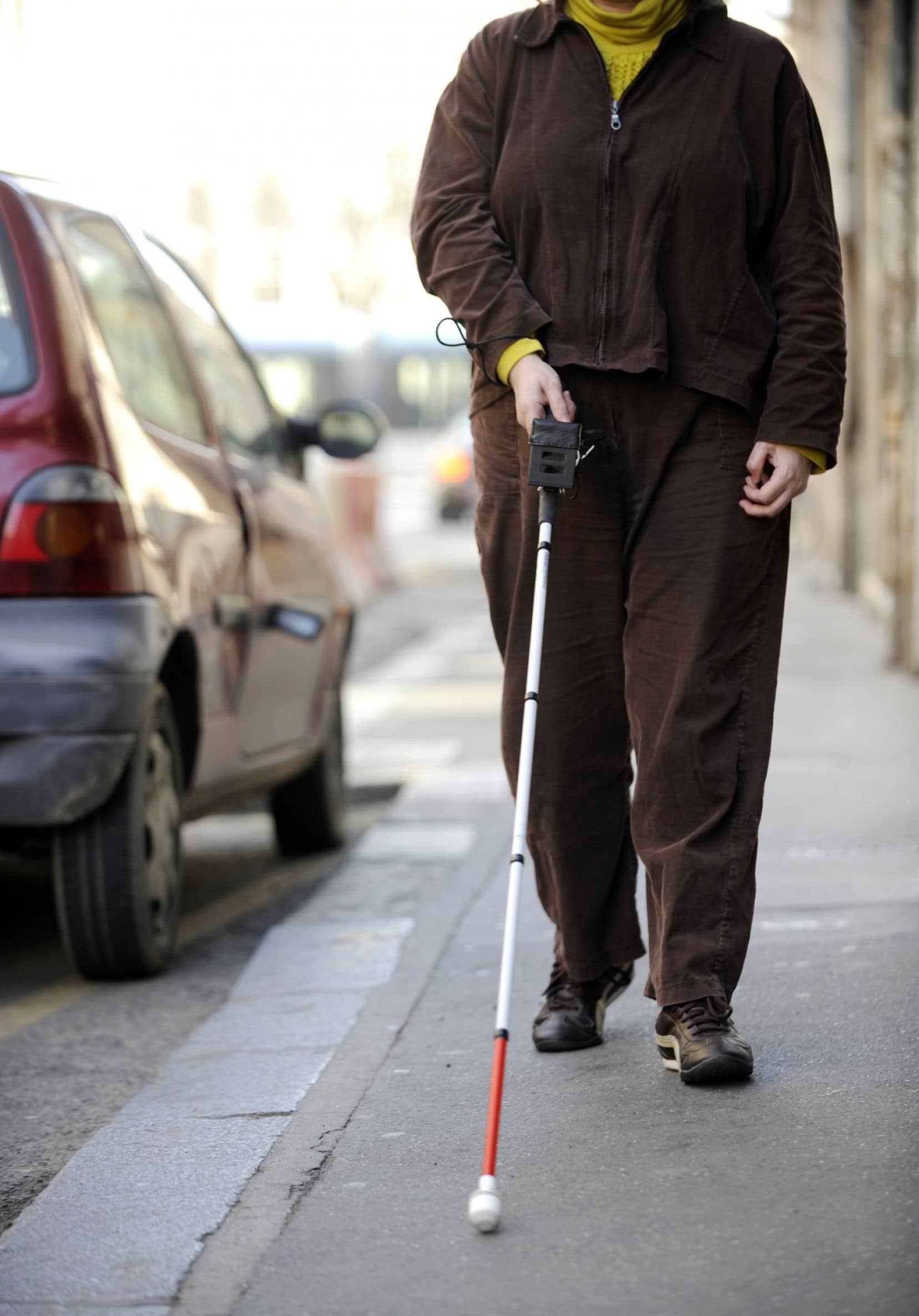 Chez les personnes aveugles, le cortex visuel du cerveau répond à des stimulations auditives ou tactiles, alors qu'il est normalement dédié au traitement des stimulations visuelles.