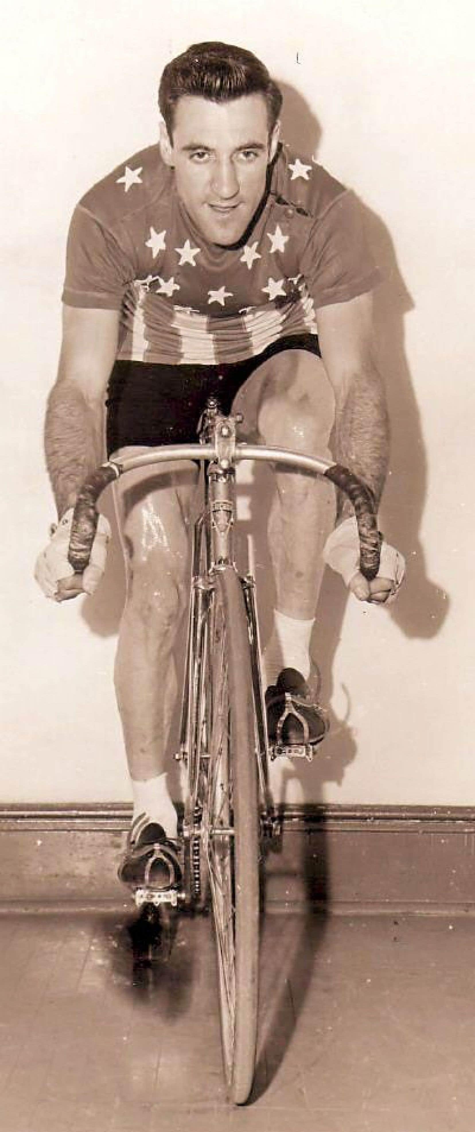 À vélo, René Cyr porta longtemps le maillot des Canadiens de Montréal