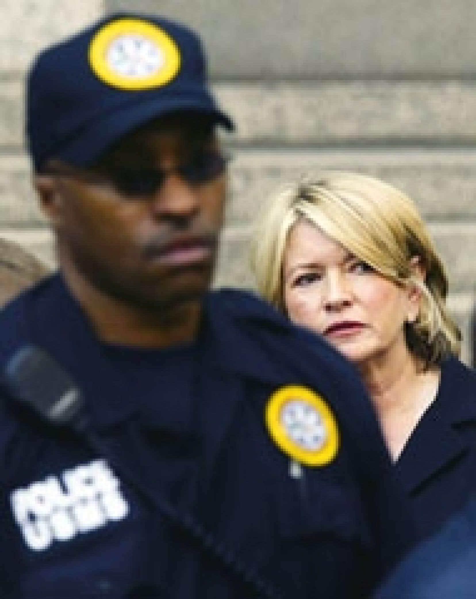 Hier, sur les marches du tribunal fédéral de Manhattan, Martha Stewart, tout de noir vêtue, a exprimé ses regrets avant de quitter les lieux, libre en attendant les suites de l'appel.