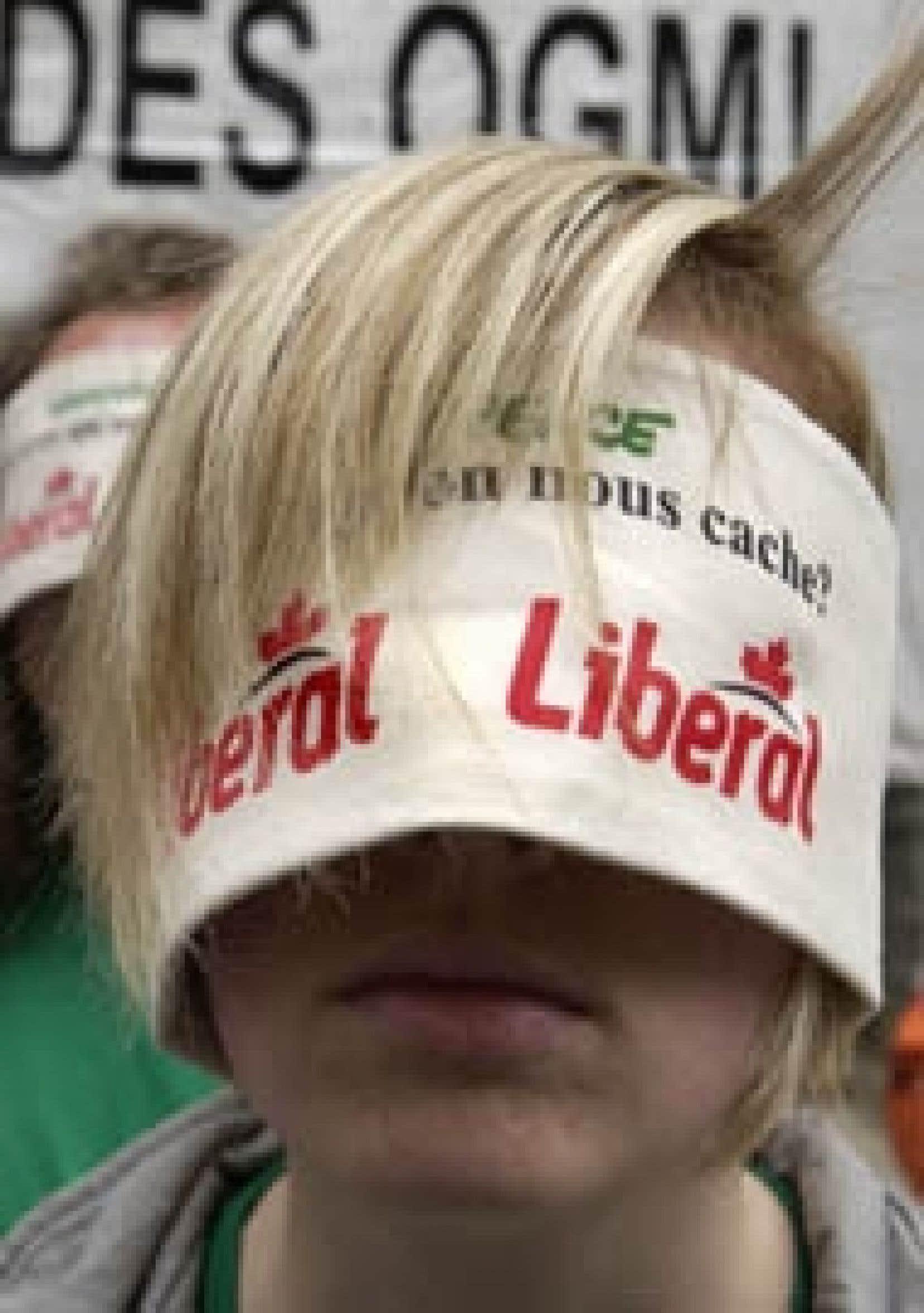 Les militants de Greenpeace manifestent périodiquement en faveur de l'étiquetage obligatoire des produits contenant des OGM.