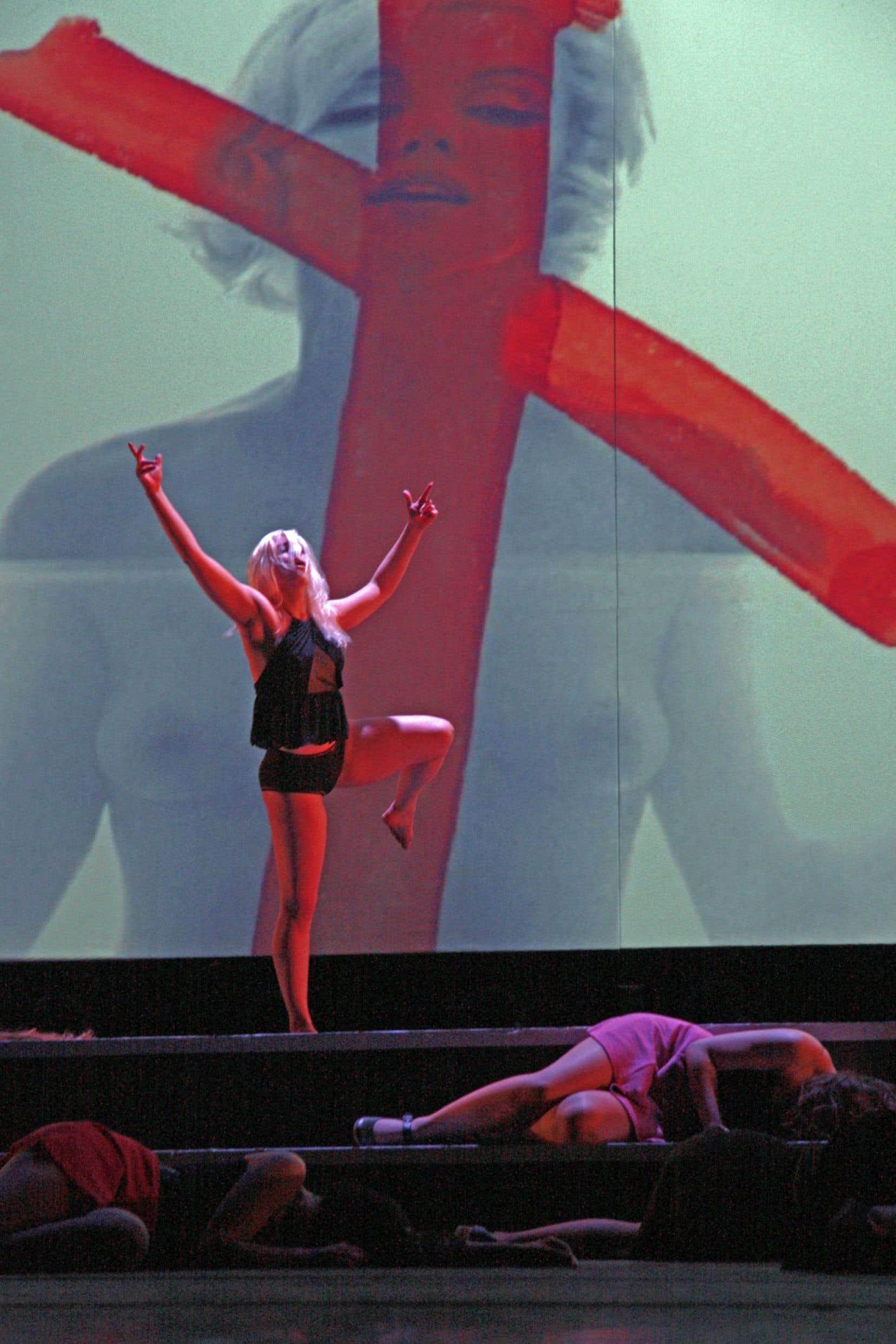 «J'ai délaissé la danse moderne qui était au cœur du travail de Jerome Robbins, explique la chorégraphe Manon Oligny. J'ai décidé de proposer quelque chose de plus contemporain où la violence est vraiment centrale, vraiment sentie.»