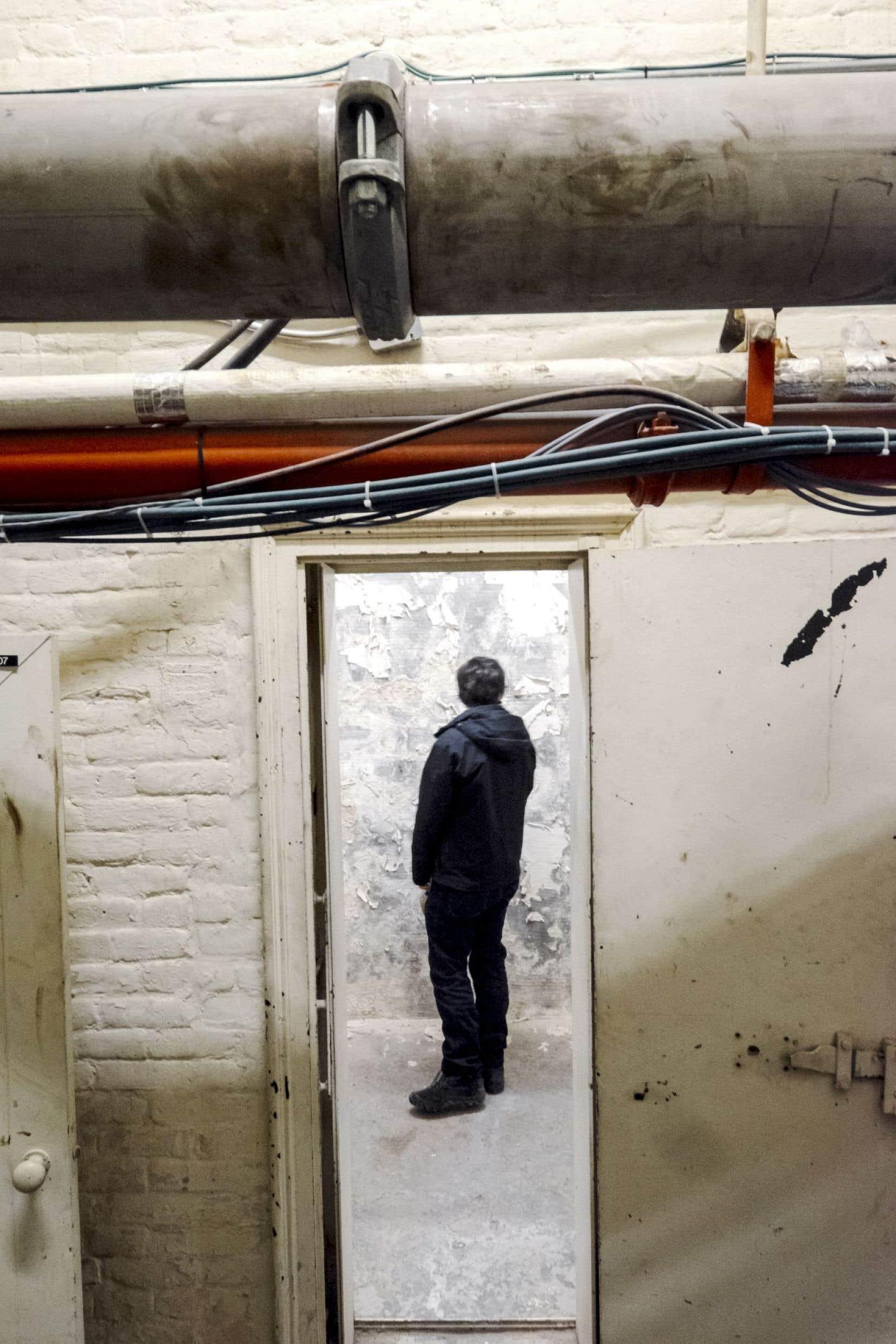 À l'aube du XXesiècle, l'Assemblée nationale a fait incarcérer une poignée de journalistes, dont Olivar Asselin, dans l'hôtel du Parlement. Le Devoir a d'ailleurs visité ce qui s'apparente à une cellule, avec une lourde porte de métal.