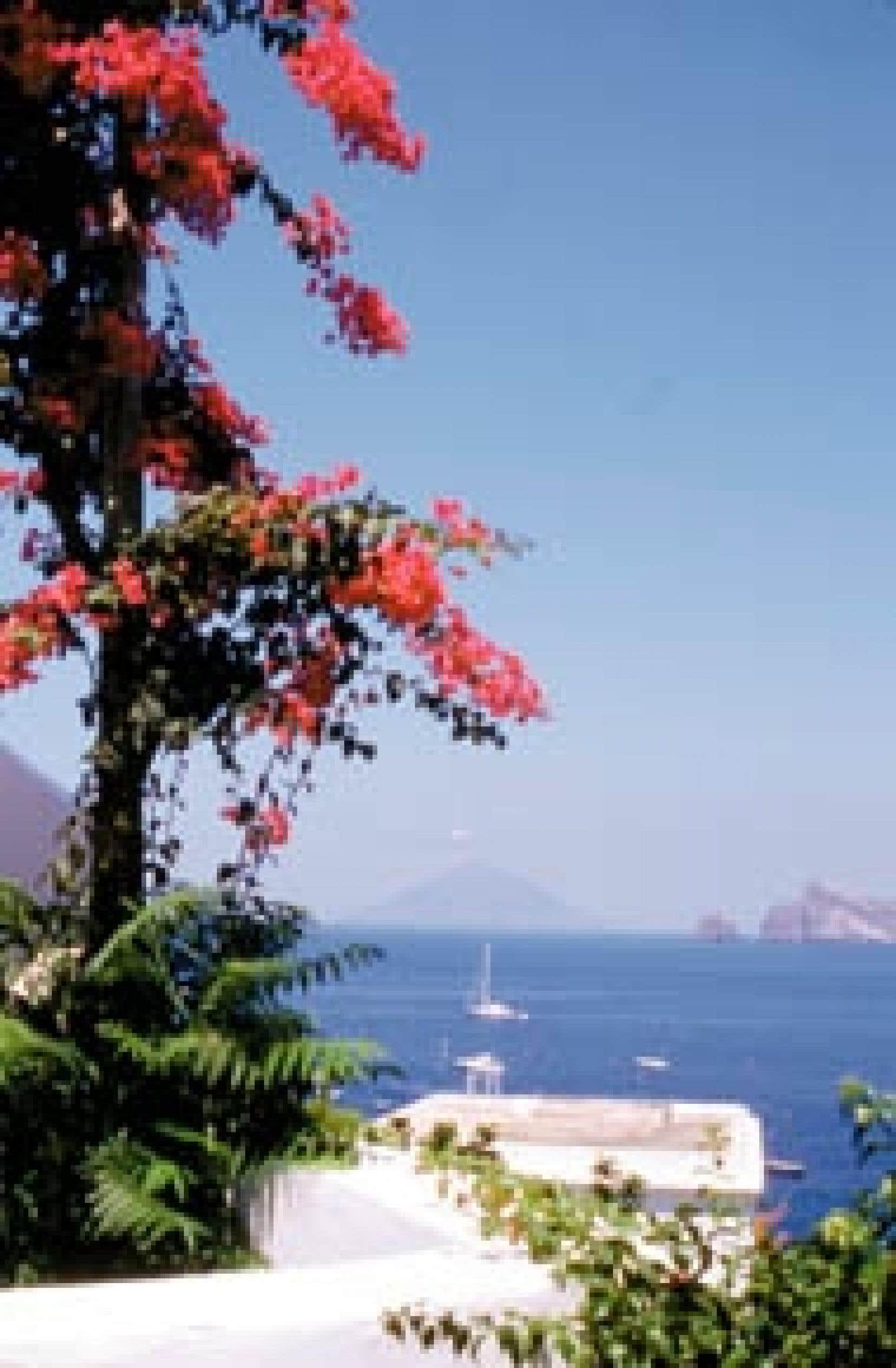 Panarea et, au loin, Stromboli. Photo: Gary Lawrence
