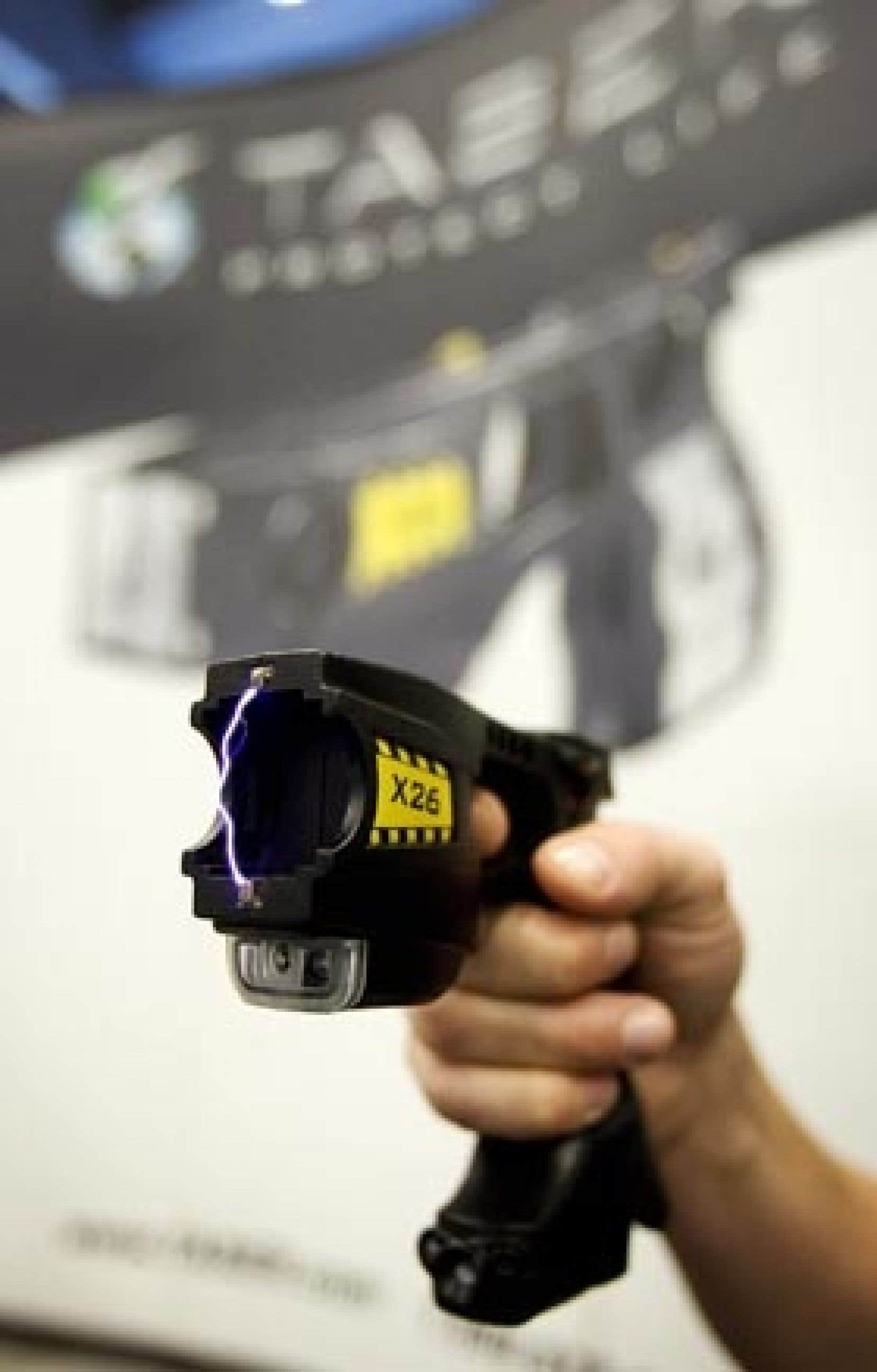 Le pistolet électrique Taser a fait l'objet de démonstrations lors du dernier congrès de l'Association canadienne des chefs de police.