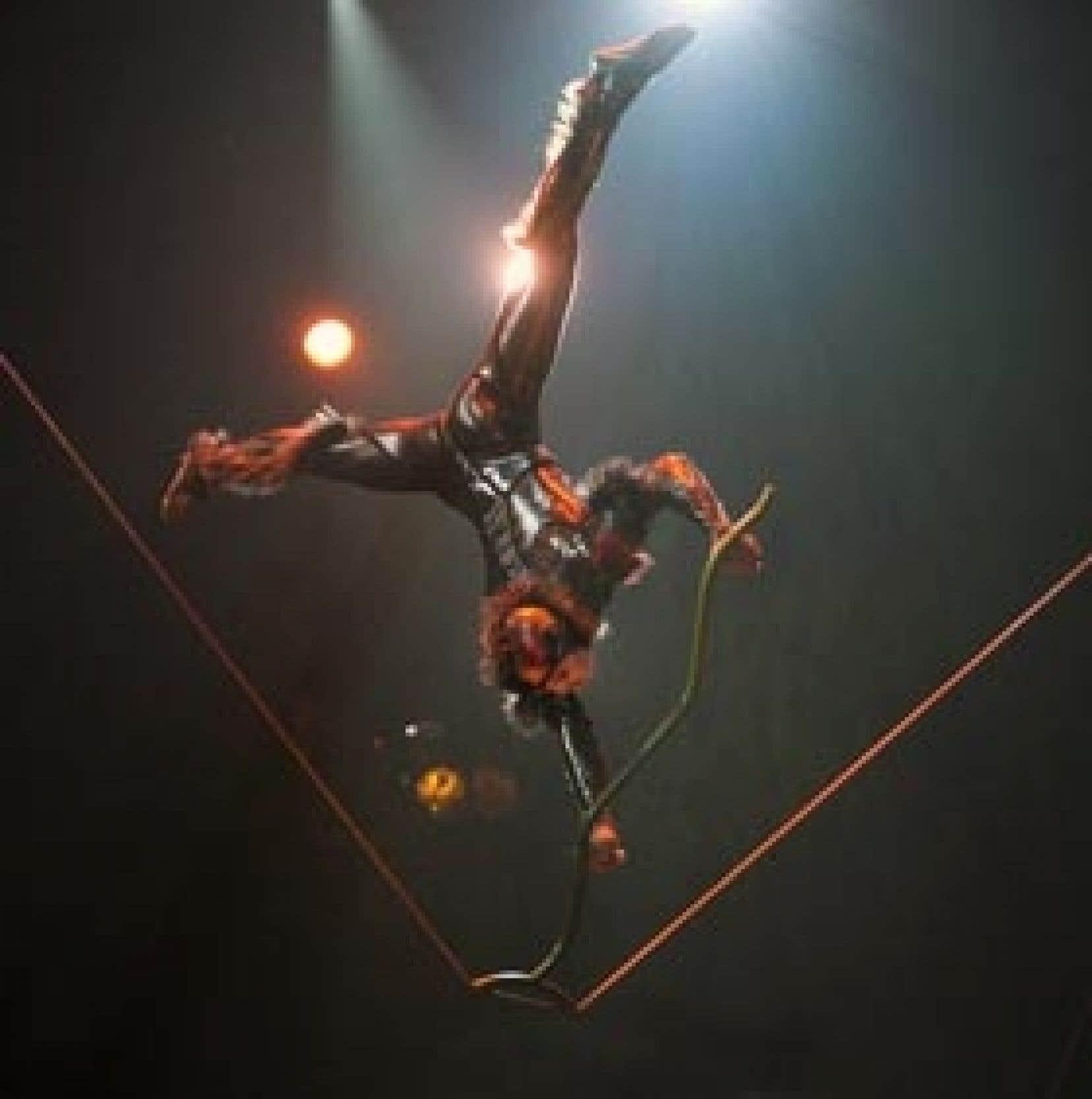 Pour sa 25e production et ses 25 ans d'existence, le Cirque du Soleil revient au spectacle à thème en présentant Ovo, qui plonge les spectateurs dans le monde des insectes, avec un plaidoyer en faveur de l'environnement.