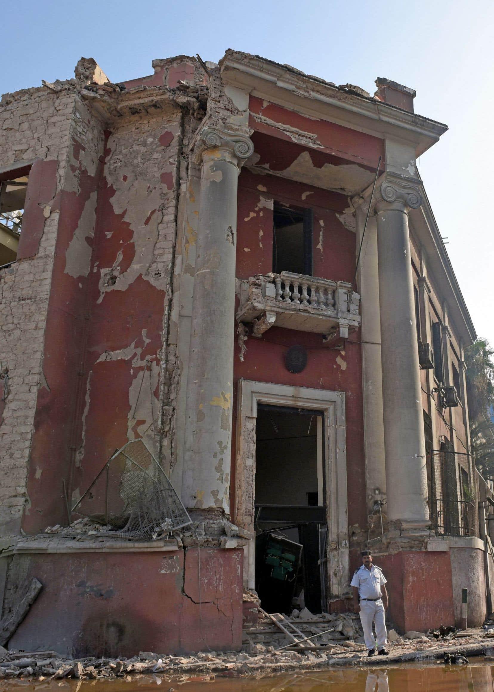 L'impressionnante déflagration, entendue à travers la capitale, a soufflé une partie de la façade du bâtiment duconsulat italien.