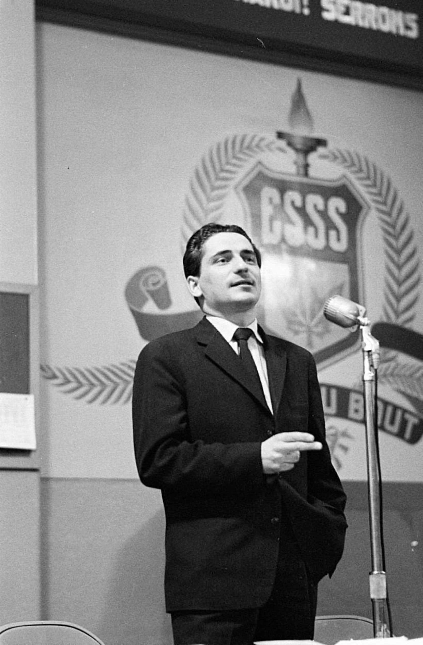 L'écrivain Hubert Aquin, photographié par Antoine Désilets dans les années 1960.