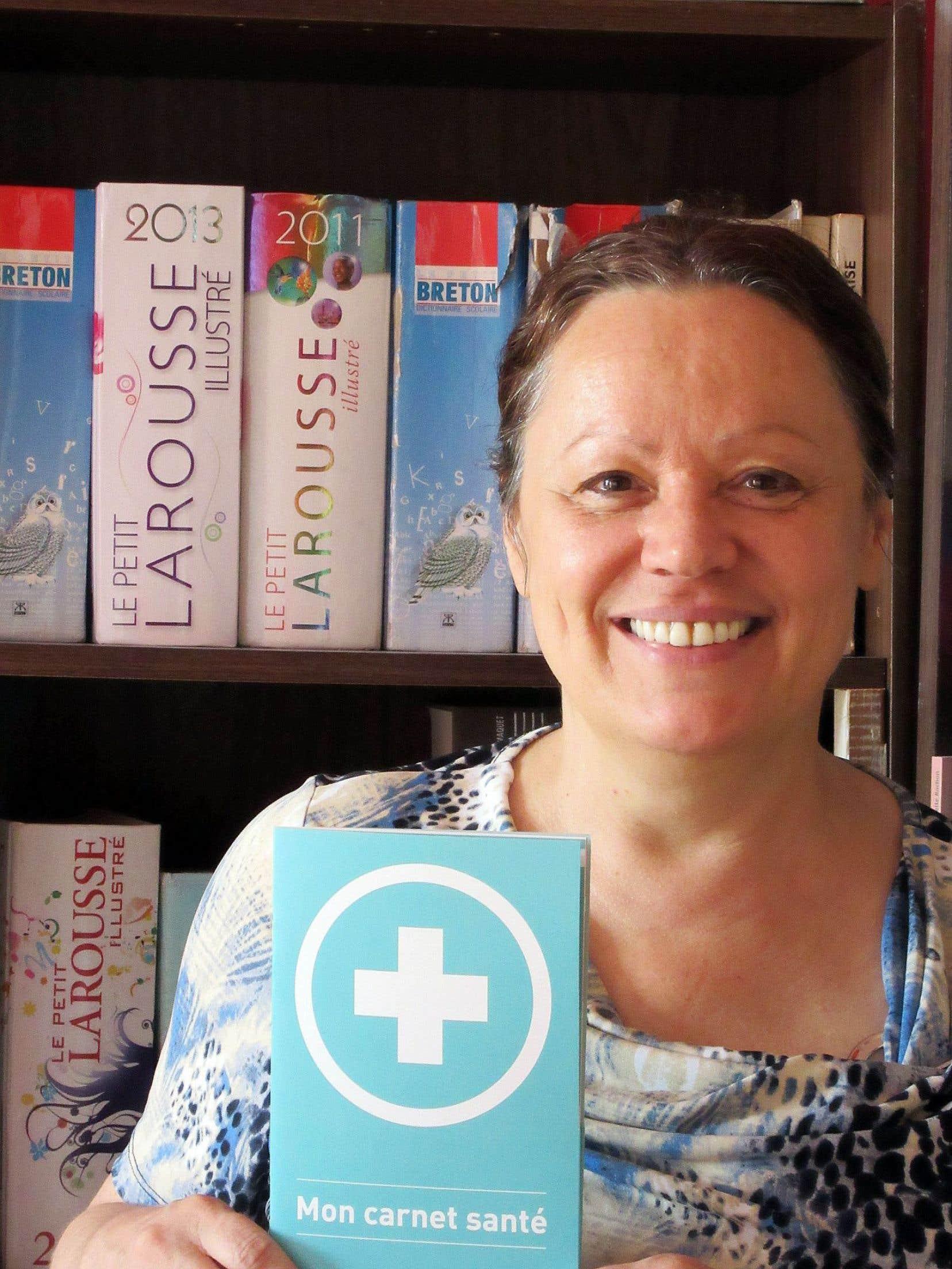 Le groupe populaire en alphabétisation Atout-Lire a produit en 2014 un document appelé Mon carnet santé, qui est adapté aux besoins d'adultes peu scolarisés et favorise une meilleure compréhension et un meilleur suivi lors de rendez-vous avec des professionnels de la santé.
