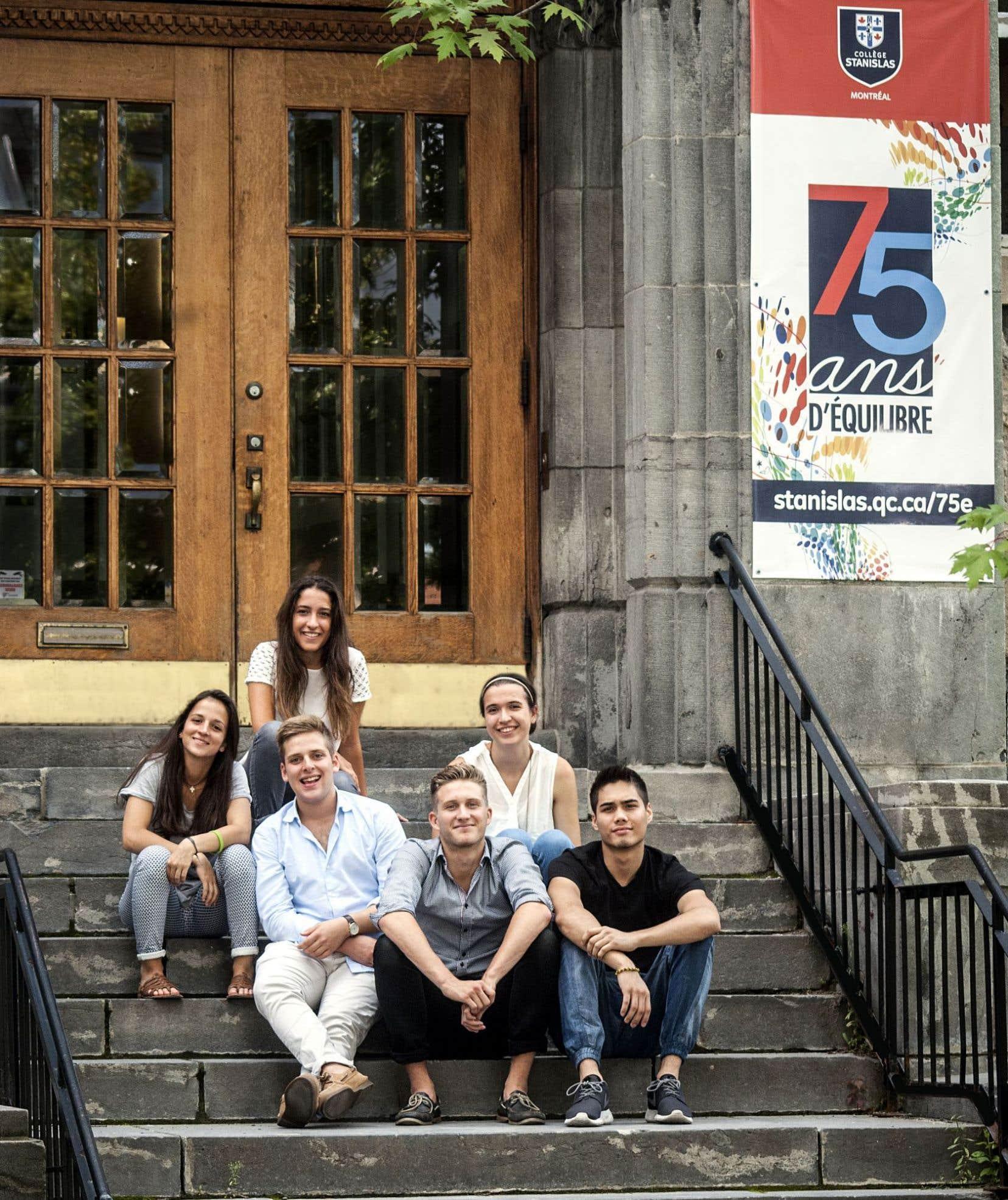 La particularité du collège Stanislas est d'offrir un enseignement basé sur le cursus français.