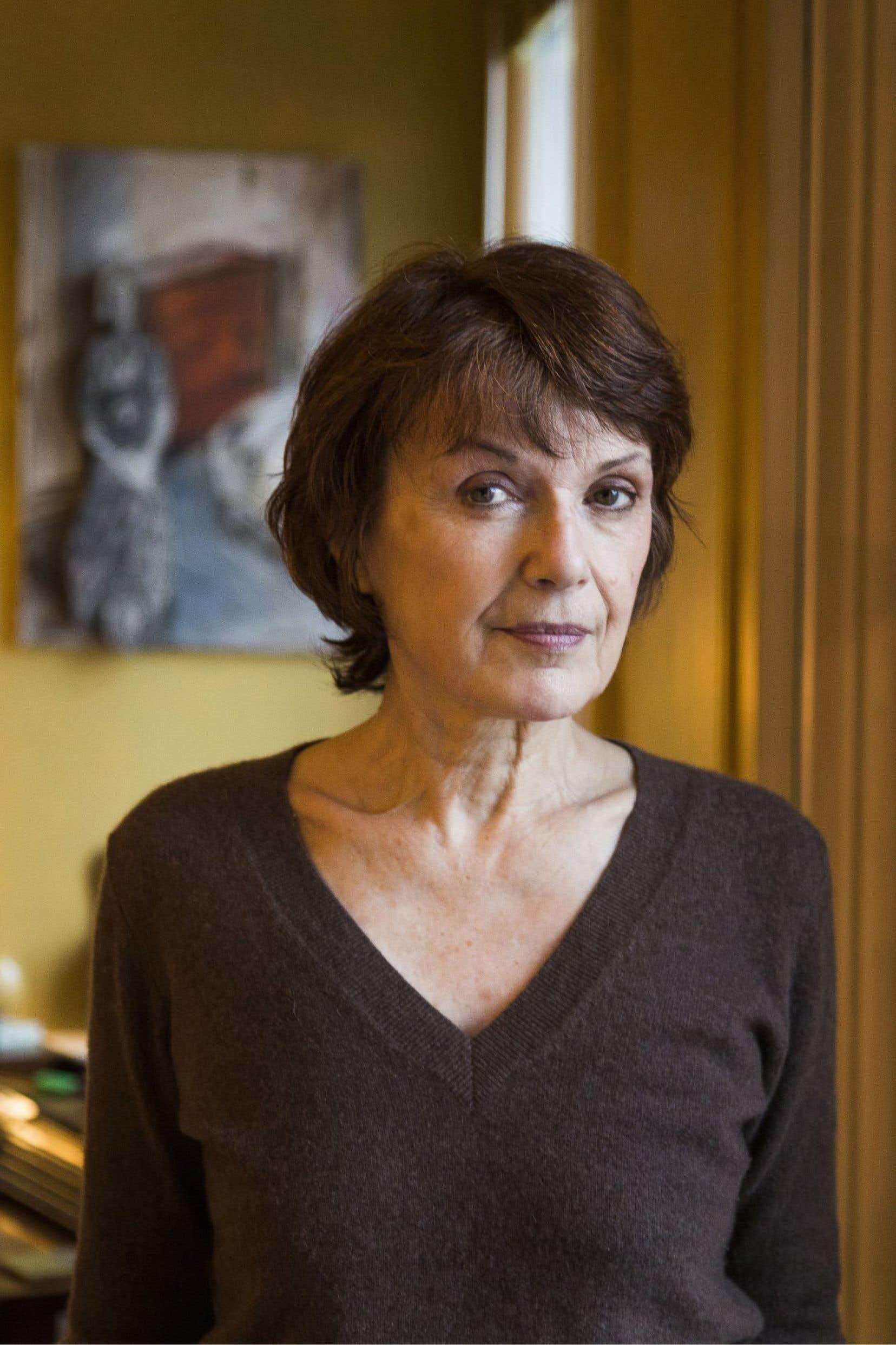 Comme dans tous ses livres, Michèle Lesbre raconte la scène des images, piste les traces inscrites dans les lieux, nommés comme s'ils pouvaient révéler quelque chose.