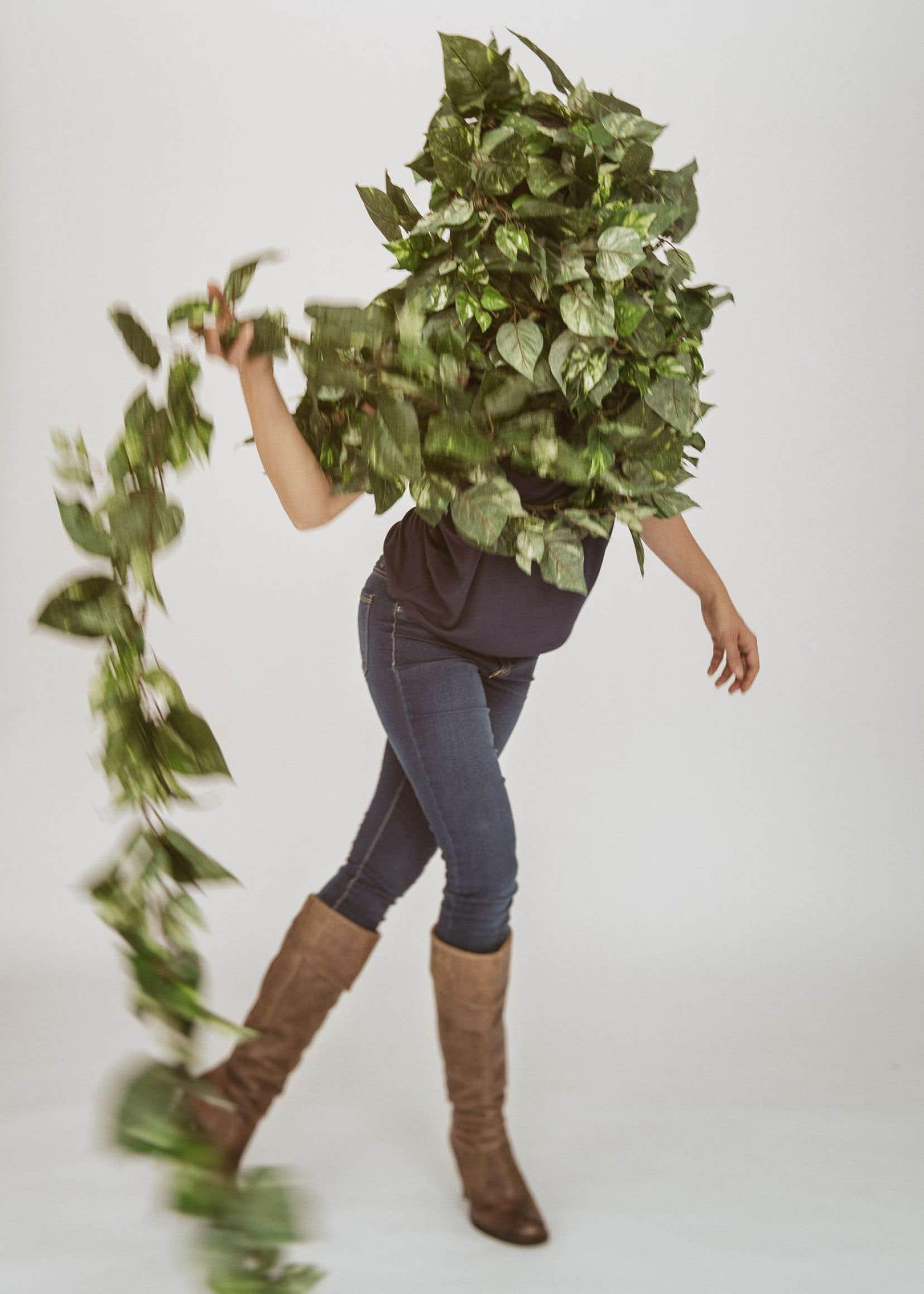 Dans «L'échappée», Karine Denault enchevêtre performance, danse, arts visuels et travail sonore.