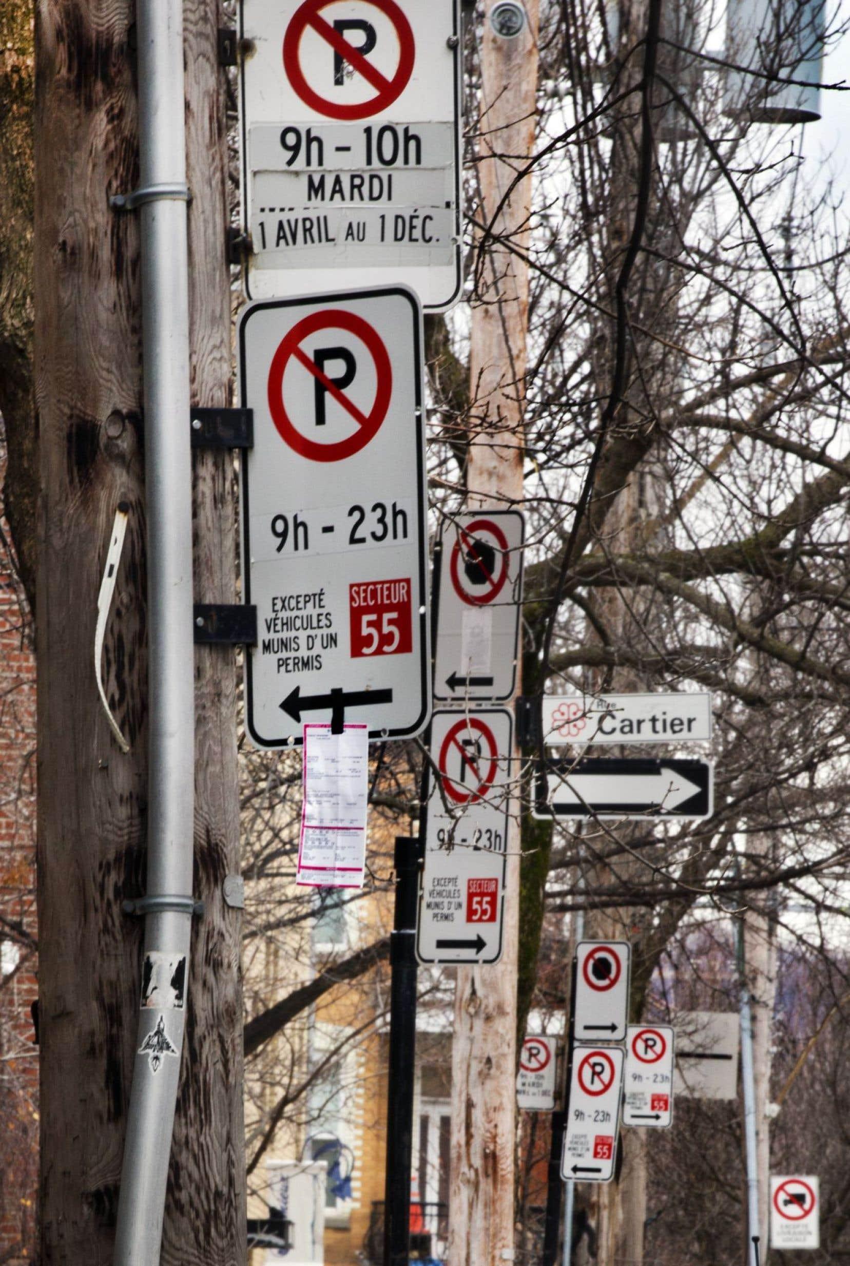 La Ville profitera de cette réforme pour simplifier la signalisation afin d'éviter que jusqu'à six panneaux occupent un même poteau.