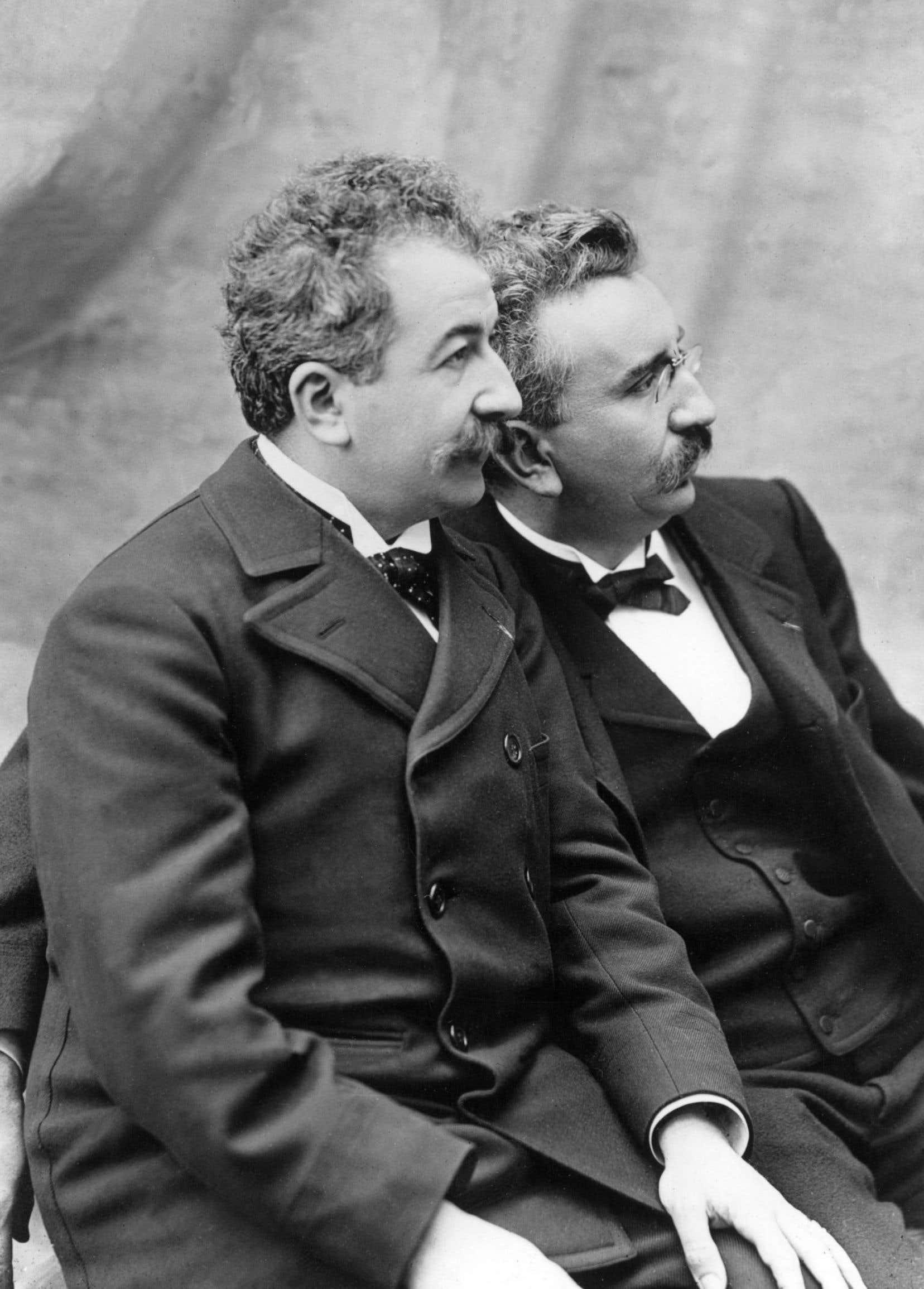 Le Scribe est célèbre pour avoir abrité au sous-sol la toute première séance publique de cinéma des frères Louis et Auguste Lumière.