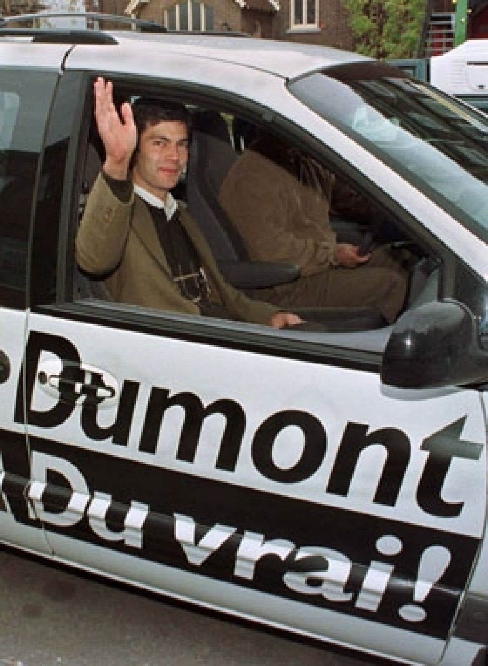 À sa deuxième campagne électorale, en 1998, le jeune chef de l'Action démocratique, Mario Dumont, ne disposait toujours pas d'un autobus, comme ses adversaires. Les moyens de son parti étaient plus modestes.