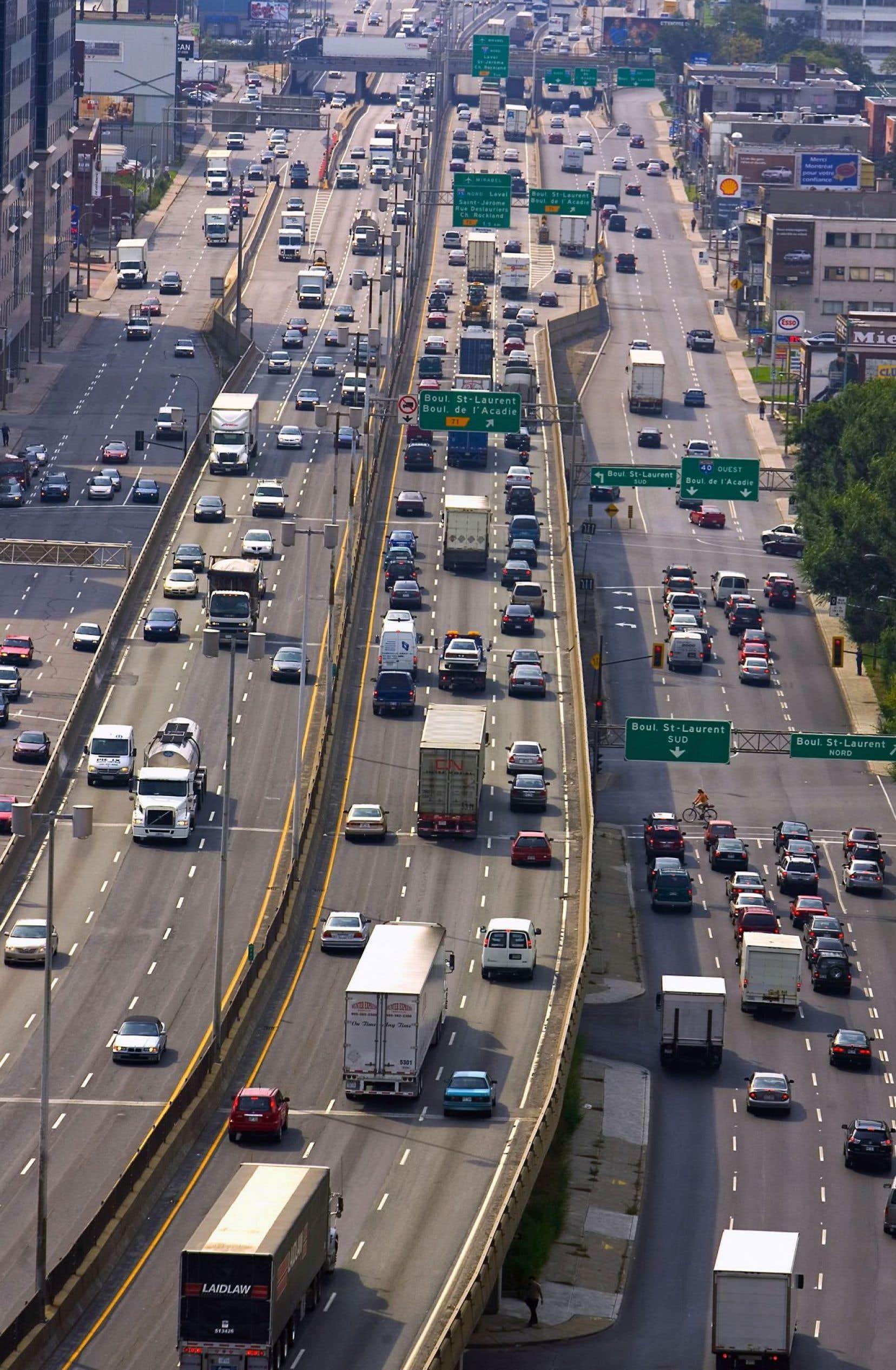Avec un parc automobile de voitures sans conducteur connectées entre elles, le nombre d'accidents et la congestion routière diminueraient drastiquement.