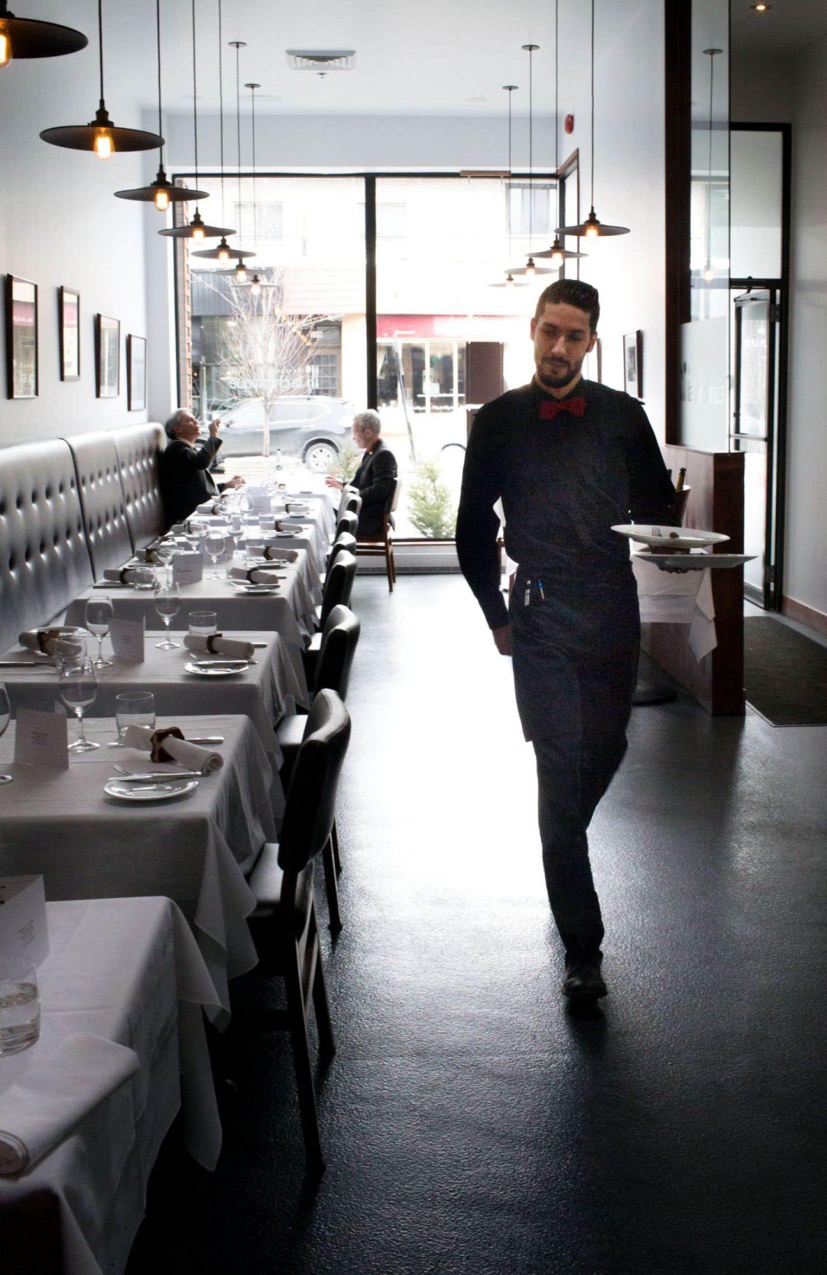 Il y a, à Montréal, une poignée de restaurants où vous pouvez aller les yeux quasi fermés. La cuisine sera toujours soignée, le service impeccable, la carte des vins débordante de propositions et le décor reposant. La Chronique fait partie de ce petit groupe.