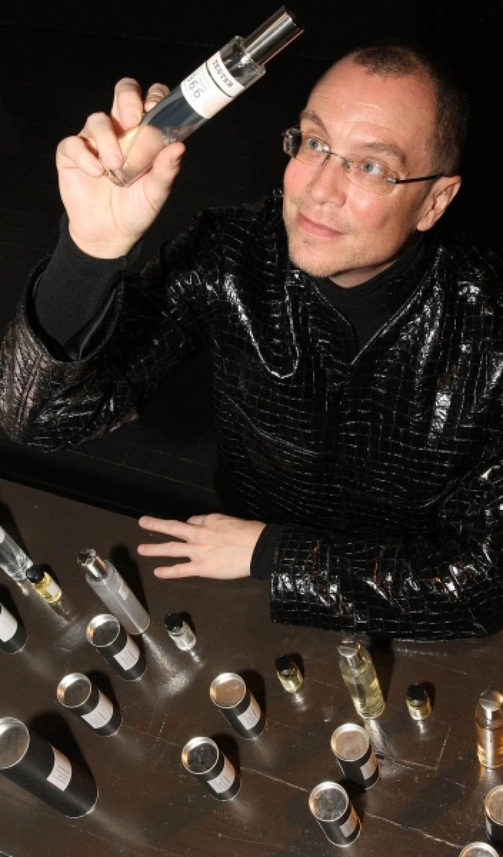 La collection d'odeurs CB I Hate Perfume (Je hais le parfum) place le créateur d'odeurs Christopher Brosius comme un artiste à part entière.