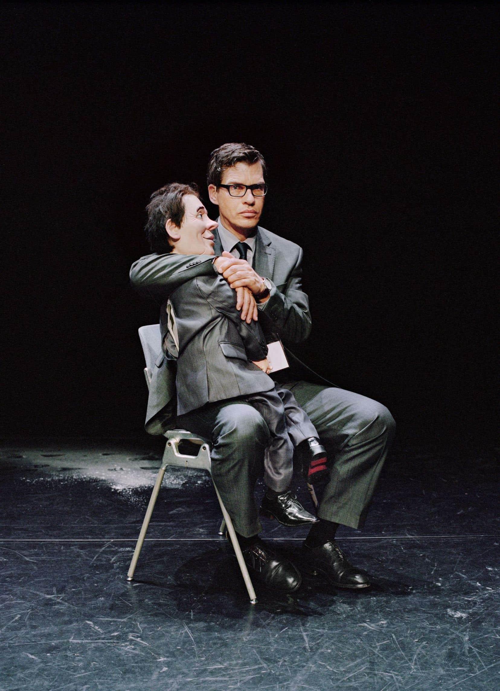 Comme l'image du performeur avec sa poupée parlante renvoie souvent à un imaginaire forain dépassé, Gisèle Vienne veut faire reconnaître la valeur artistique de la ventriloquie.