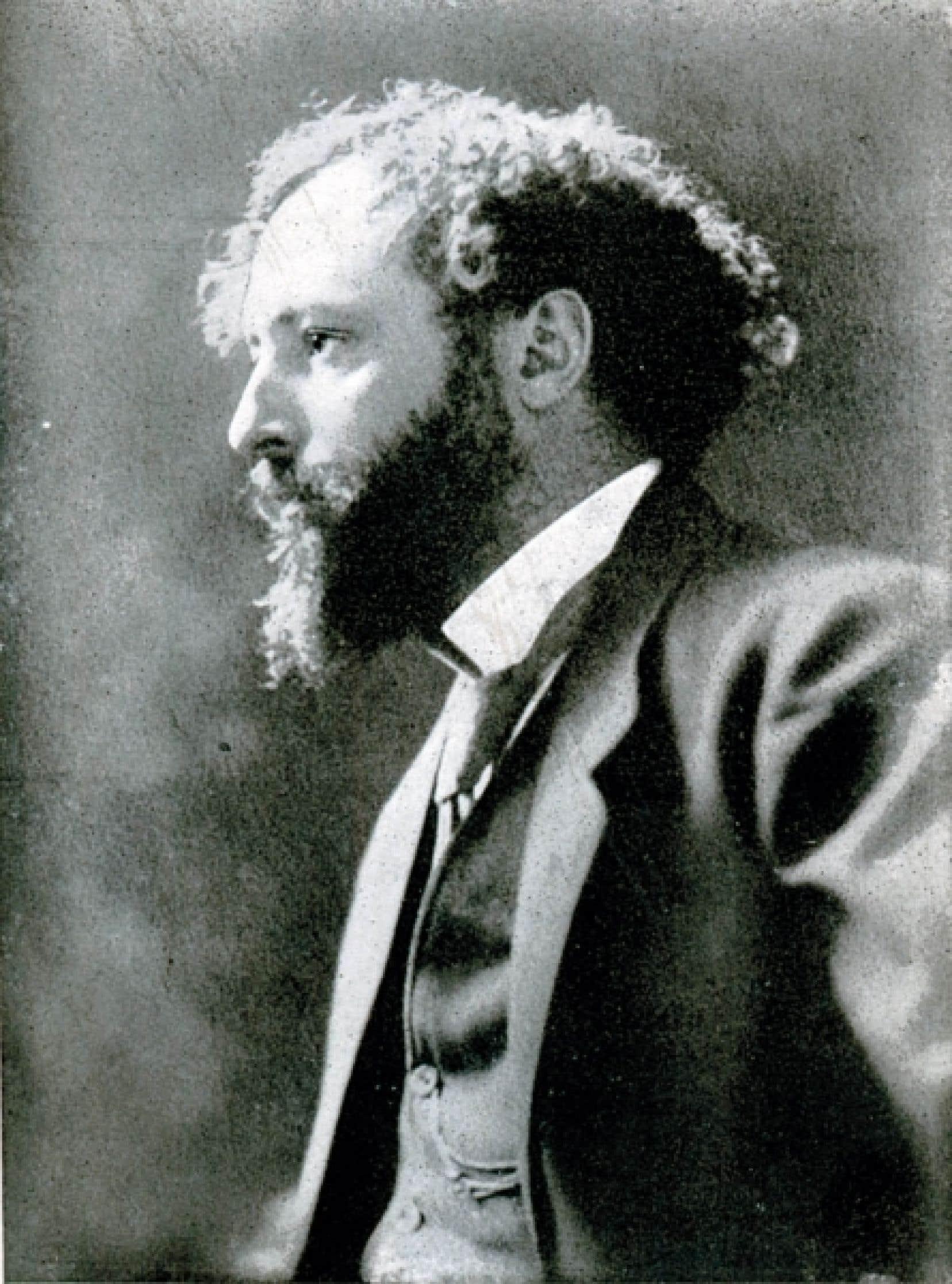 Charles Gill, tel qu'il apparaît en page frontispice de son recueil posthume Cap Éternité, publié aux éditions du Devoir en 1919