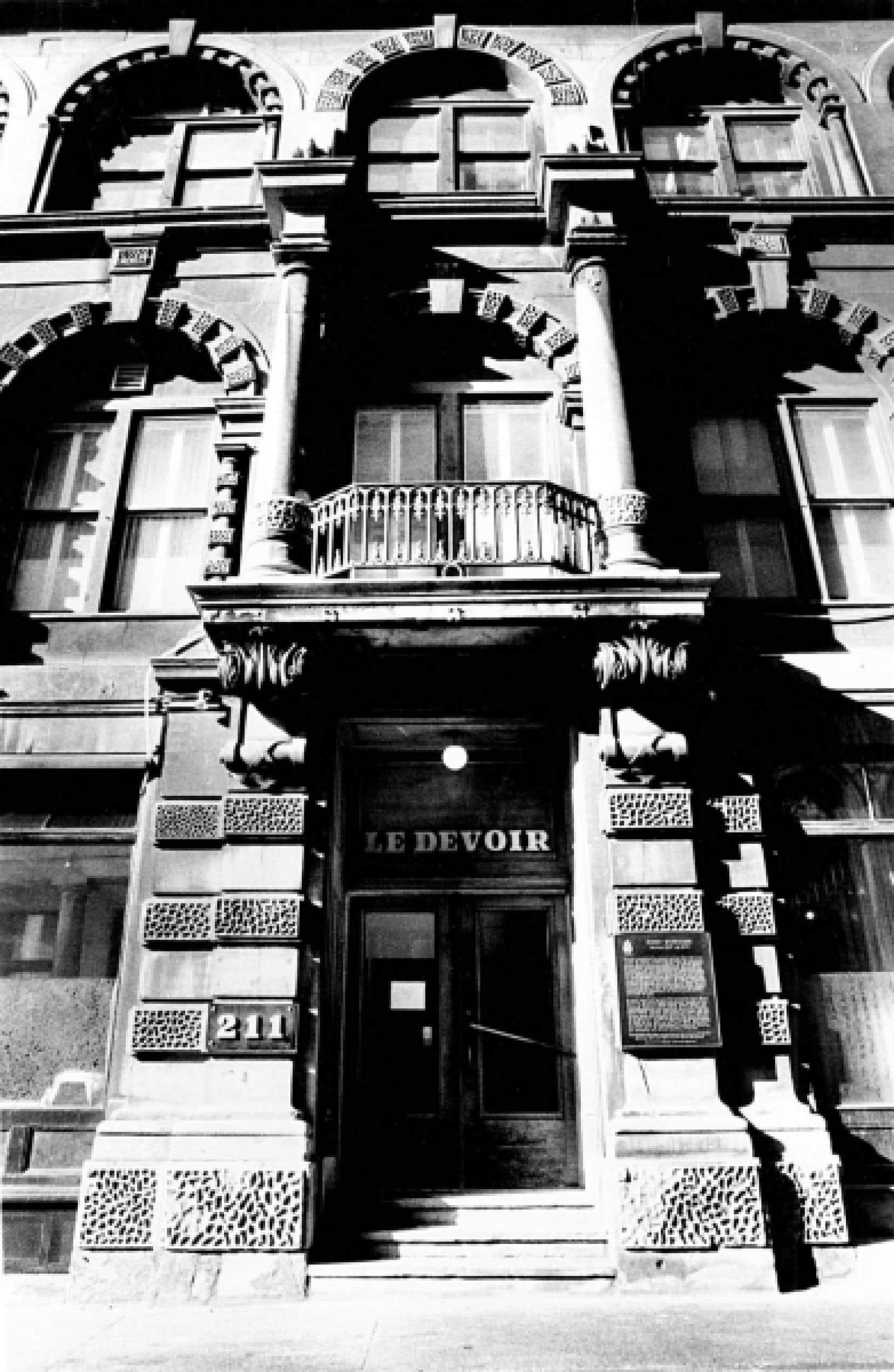 L'édifice de la rue Saint-Sacrement, que Le Devoir a occupé de 1972 à 1992, est sans doute le plus connu des lecteurs.