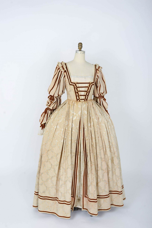 Une robe de la collection