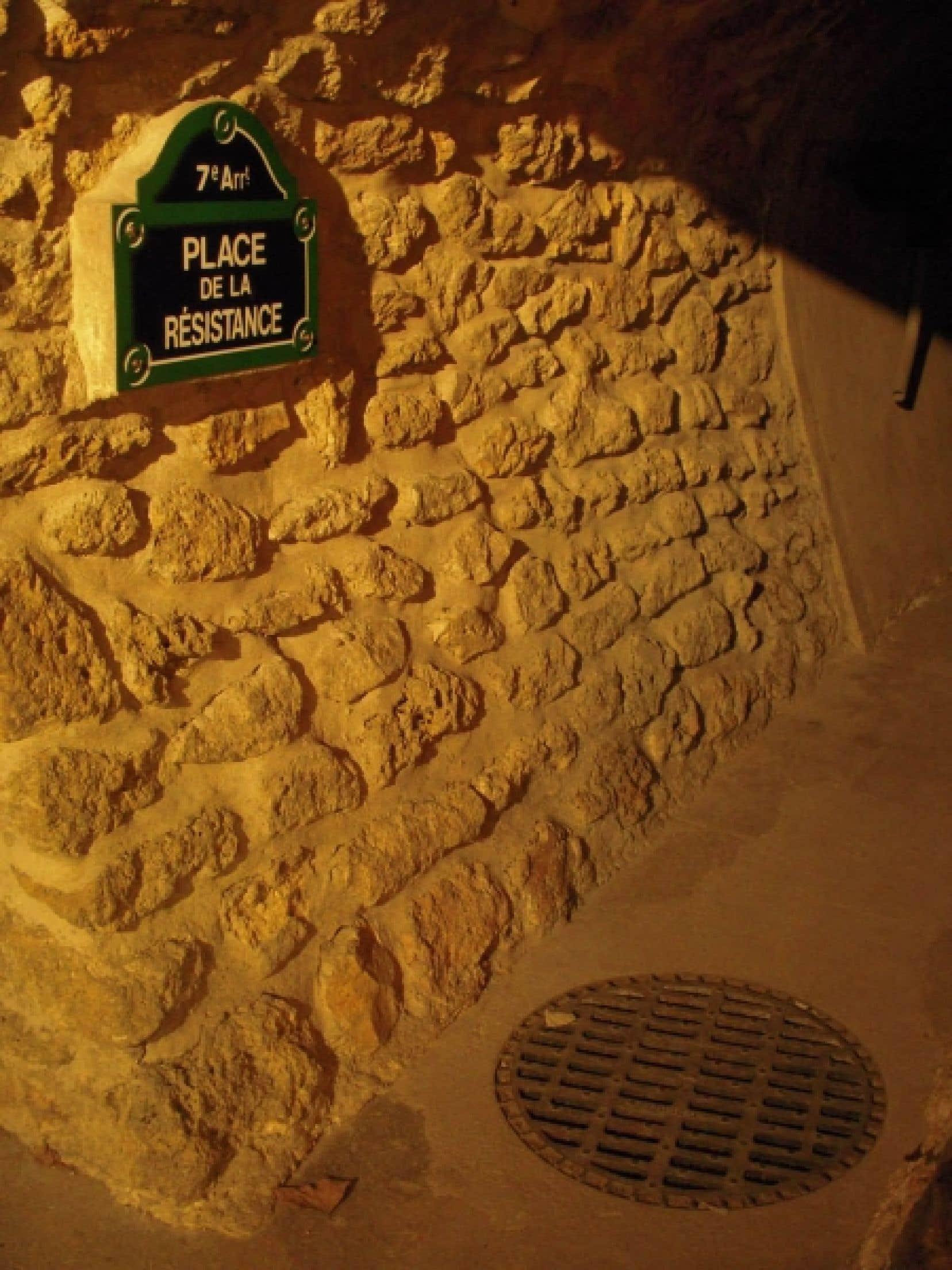 Les expériences de travail des égoutiers, racontées par les guides, réussissent presque à voler la vedette aux 2100 kilomètres de tunnels qui constituent les égouts de la Ville lumière.