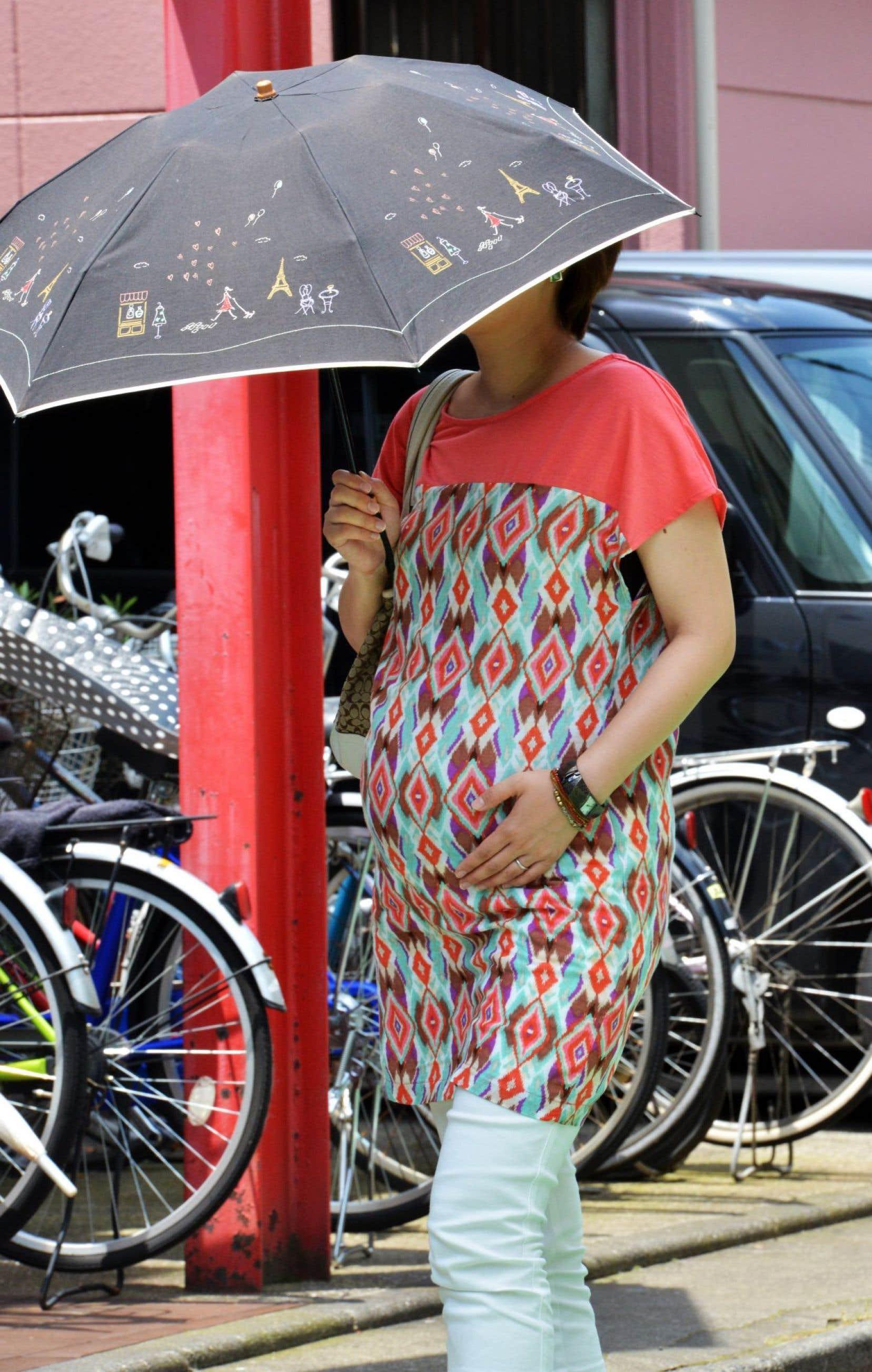Expression en vogue pour évoquer le harcèlement maternel, le «matahara» frappe femmes enceintes et jeunes mères dans un marché du travail nippon dopé à la testostérone qui les marginalise quand il ne les exclut pas. Résultat, les femmes occupent en majorité des emplois précaires ou à temps partiel, notamment à cause du manque de crèches.