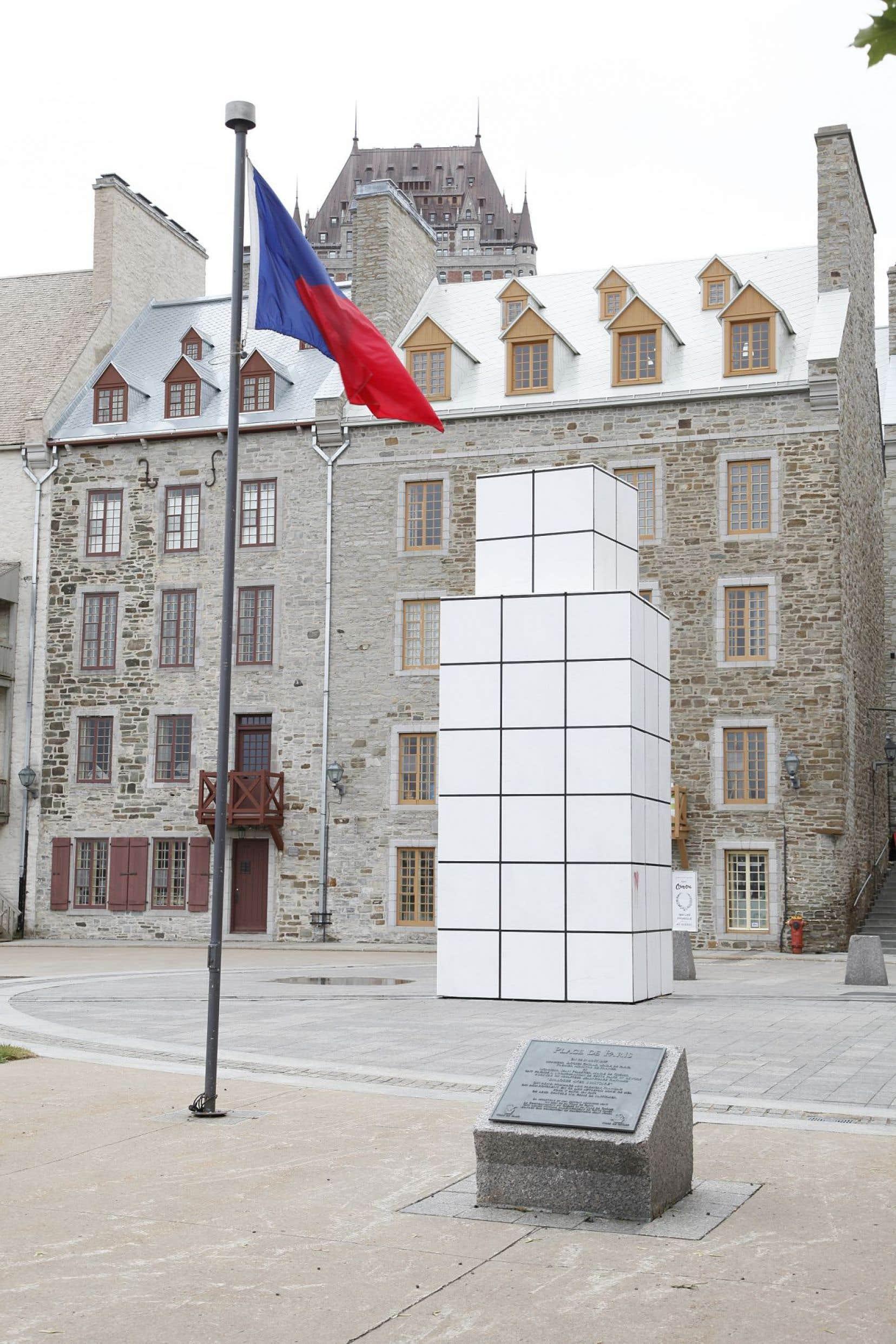 L'œuvre «Dialogue avec l'histoire», de Jean-Pierre Raynaud