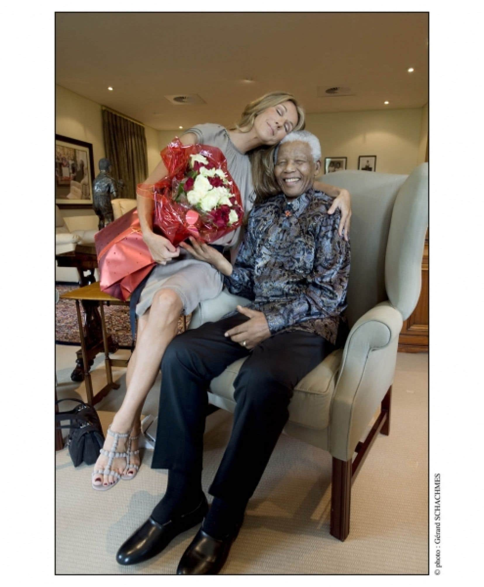 La rencontre entre Nelson Mandela et Céline Dion a eu lieu au début de la tournée mondiale Taking Chances de la chanteuse à Johannesburg, en Afrique du Sud, le 14 février 2008.
