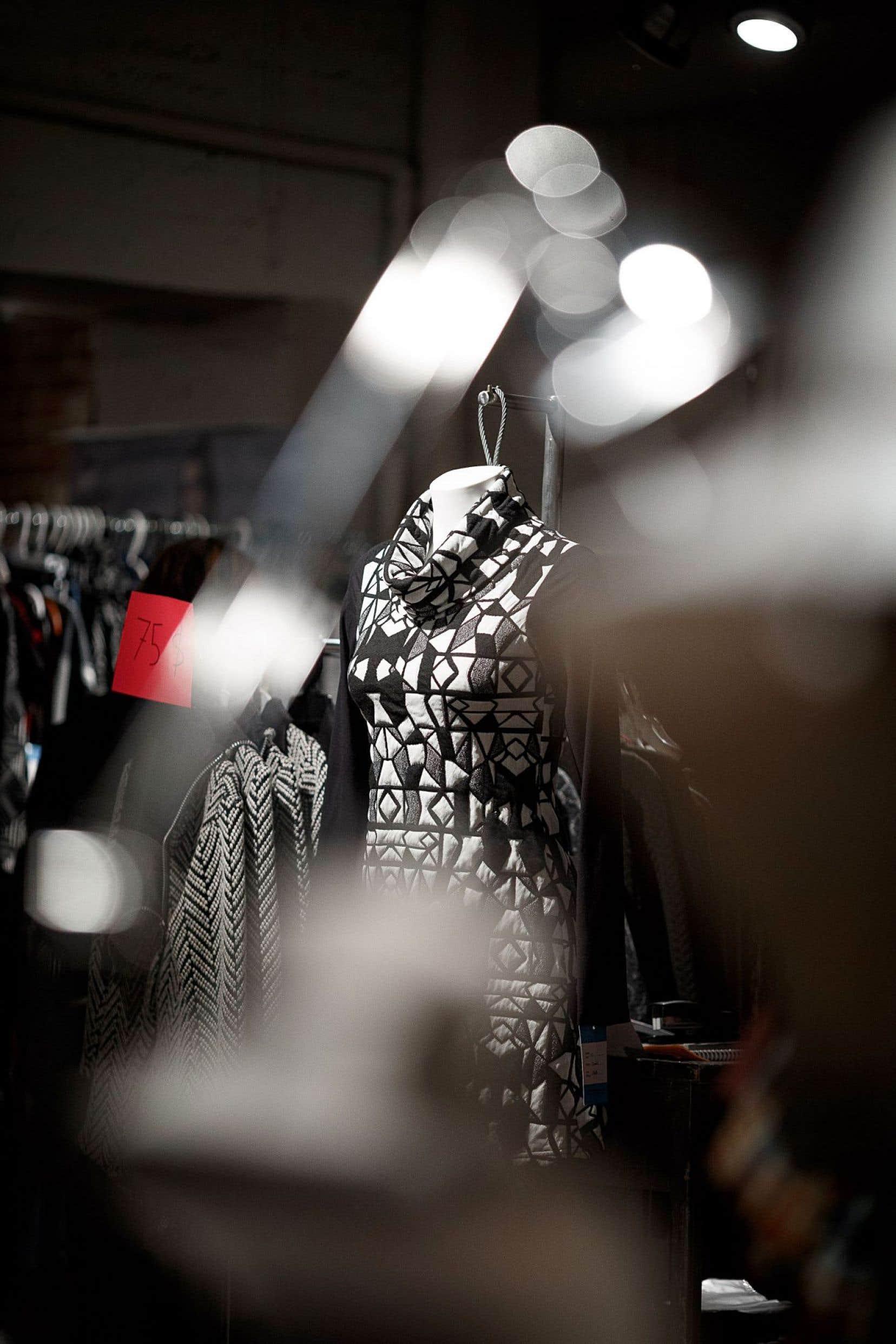 La Grande braderie de mode québécoise se tient au marché Bonsecours, dans le Vieux-Montréal.