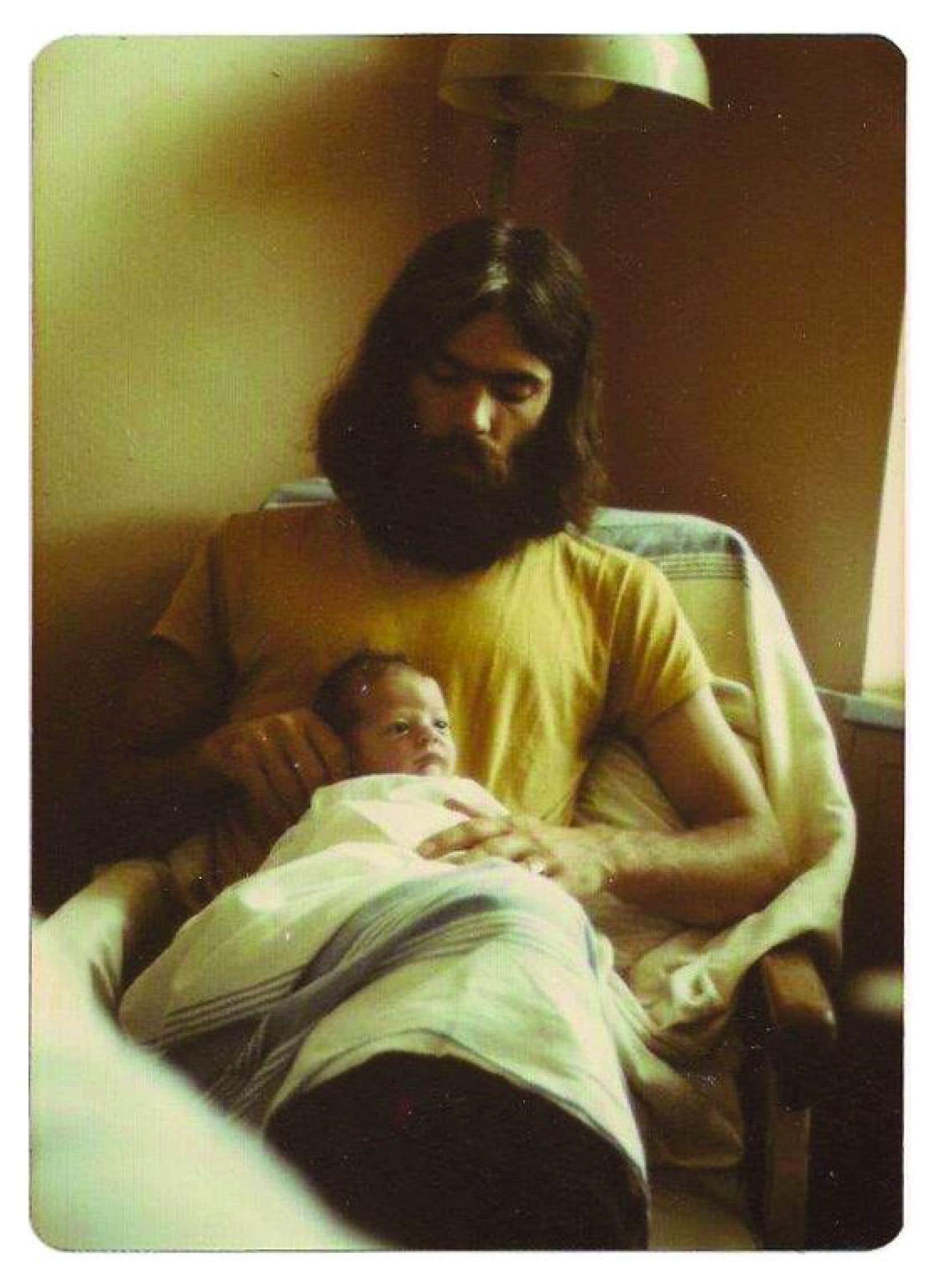Dans les années soixante-dix, le mouvement d'humanisation des naissances prend forme, et des couples refusent le modèle de l'accouchement sous anesthésie générale.