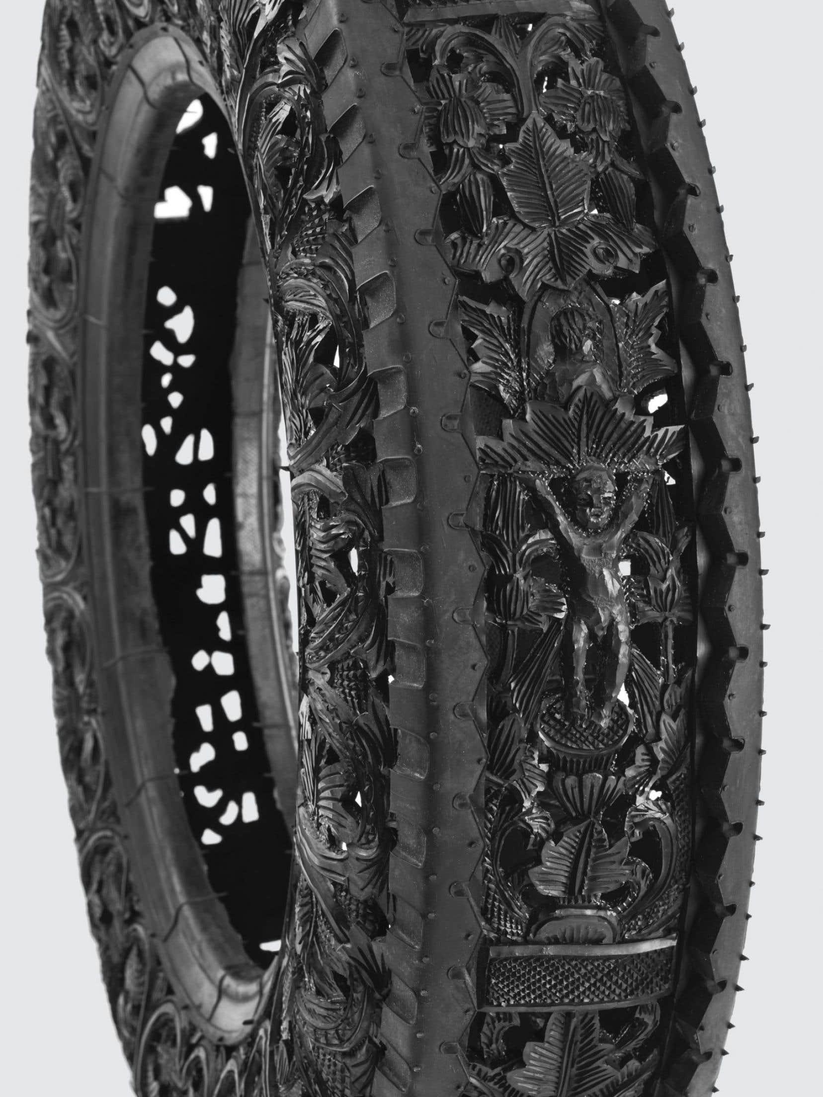 Wim Delvoye,Car Tyre, 2011. Pneu sculpté à la main.