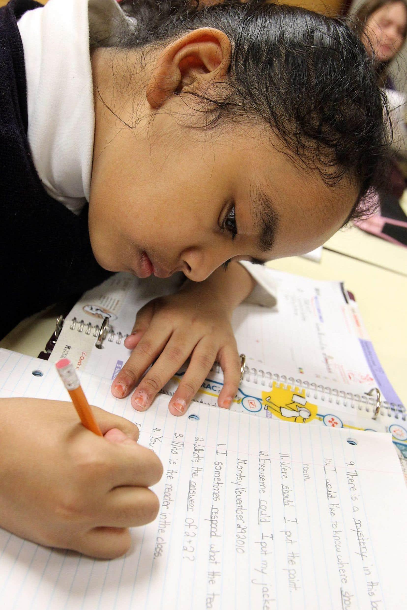 Des parents qui peinent à aider leurs enfants avec les travaux scolaires bénéficieront de l'aide.
