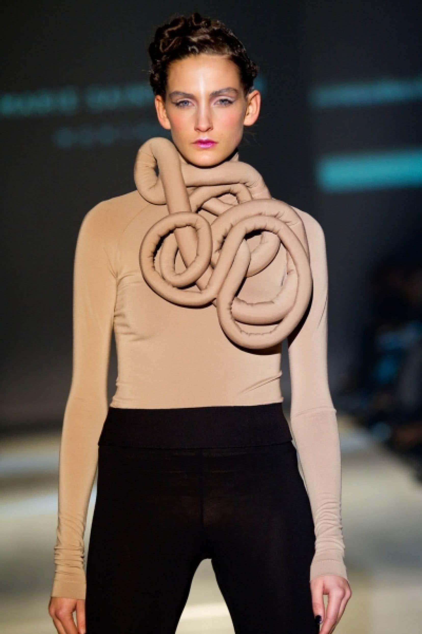 «Je travaille la matière dans de multiples formes sans aller chercher de gadgets: le jersey a été encollé, triplé, molletonné, découpé, explique la designer Marie Saint Pierre. Tout est extensible, confortable.»