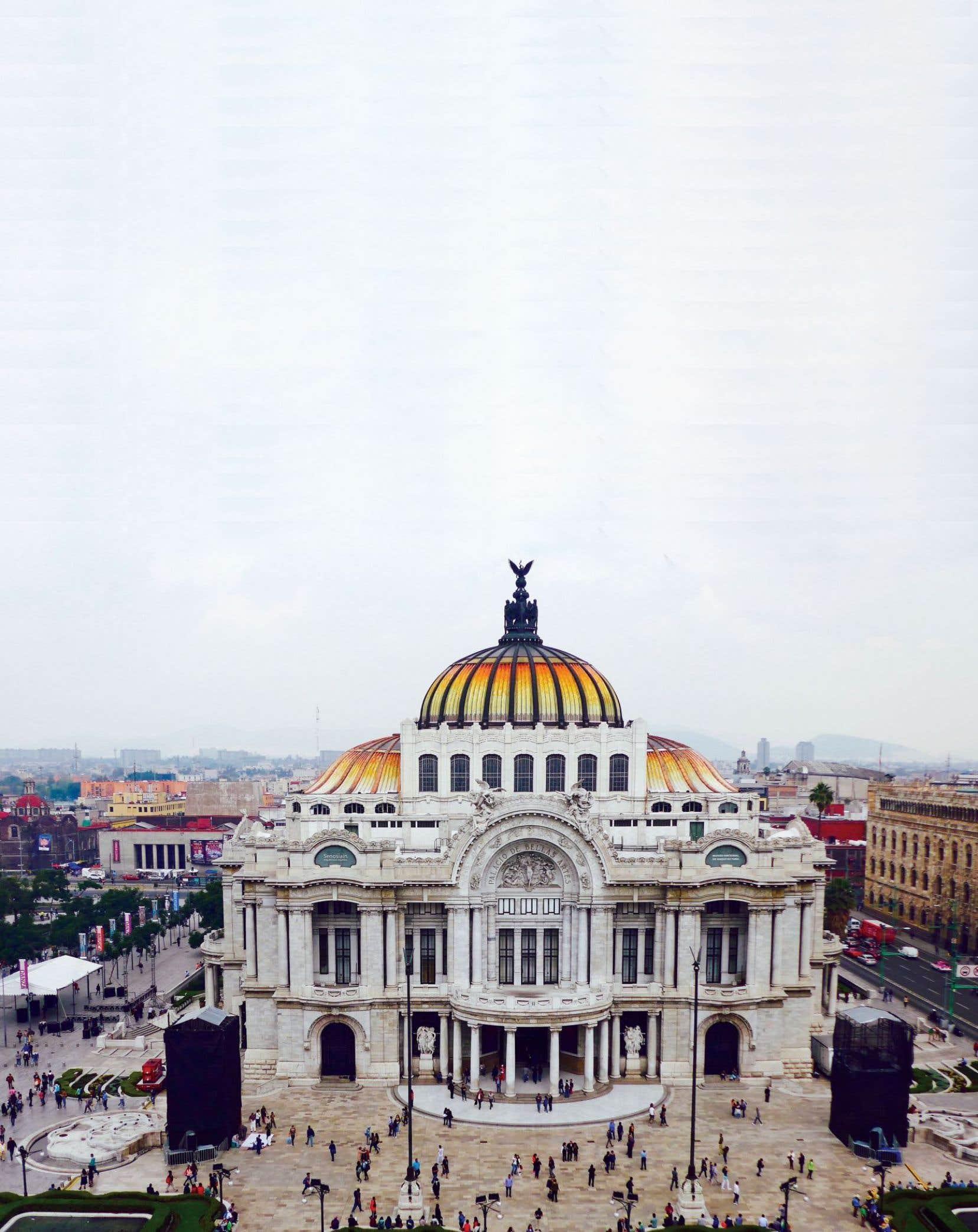 Le Palais des beaux-arts, construit pendant la dictature de Porfirio Diaz à la fin du XIXe, a été inspiré de l'opéra Garnier à Paris.
