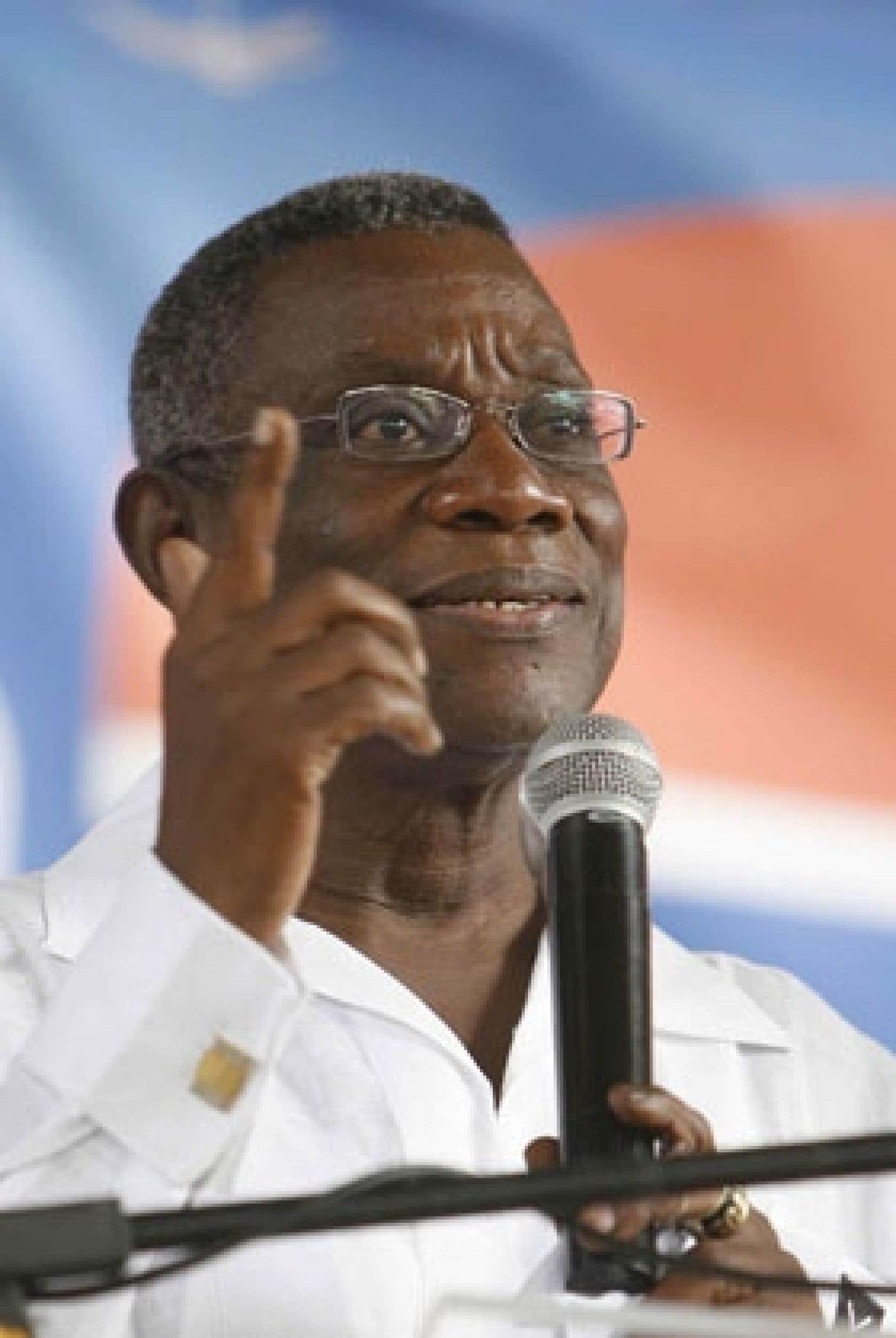 La victoire de John Atta-Mills, arrachée vendredi après le vote retardé d'une ultime circonscription, met fin à huit ans de pouvoir du Nouveau Parti patriotique de John Kufuor, le président sortant.